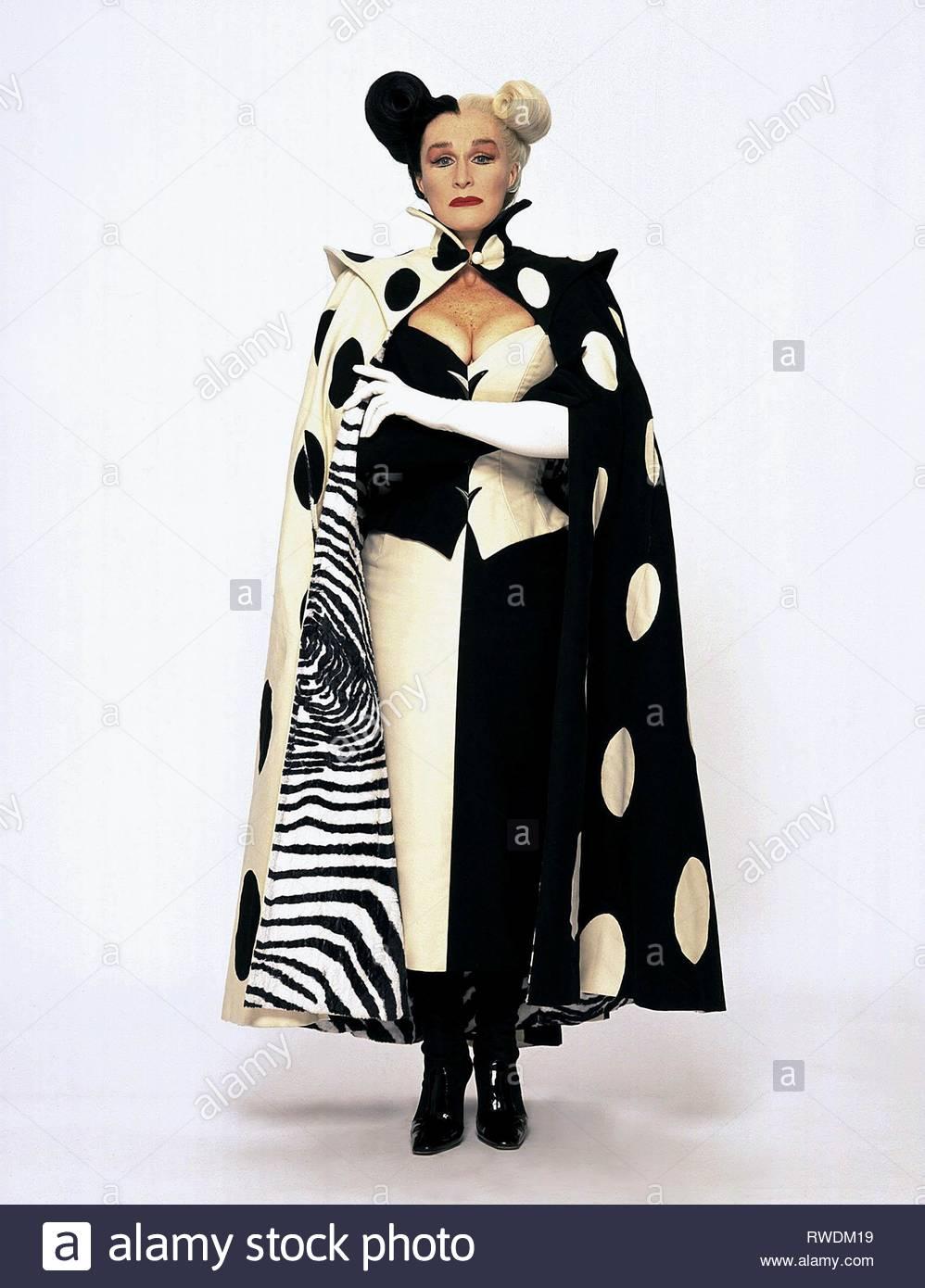 Glenn Close 102 Dalmatians 2000 Stock Photo Alamy