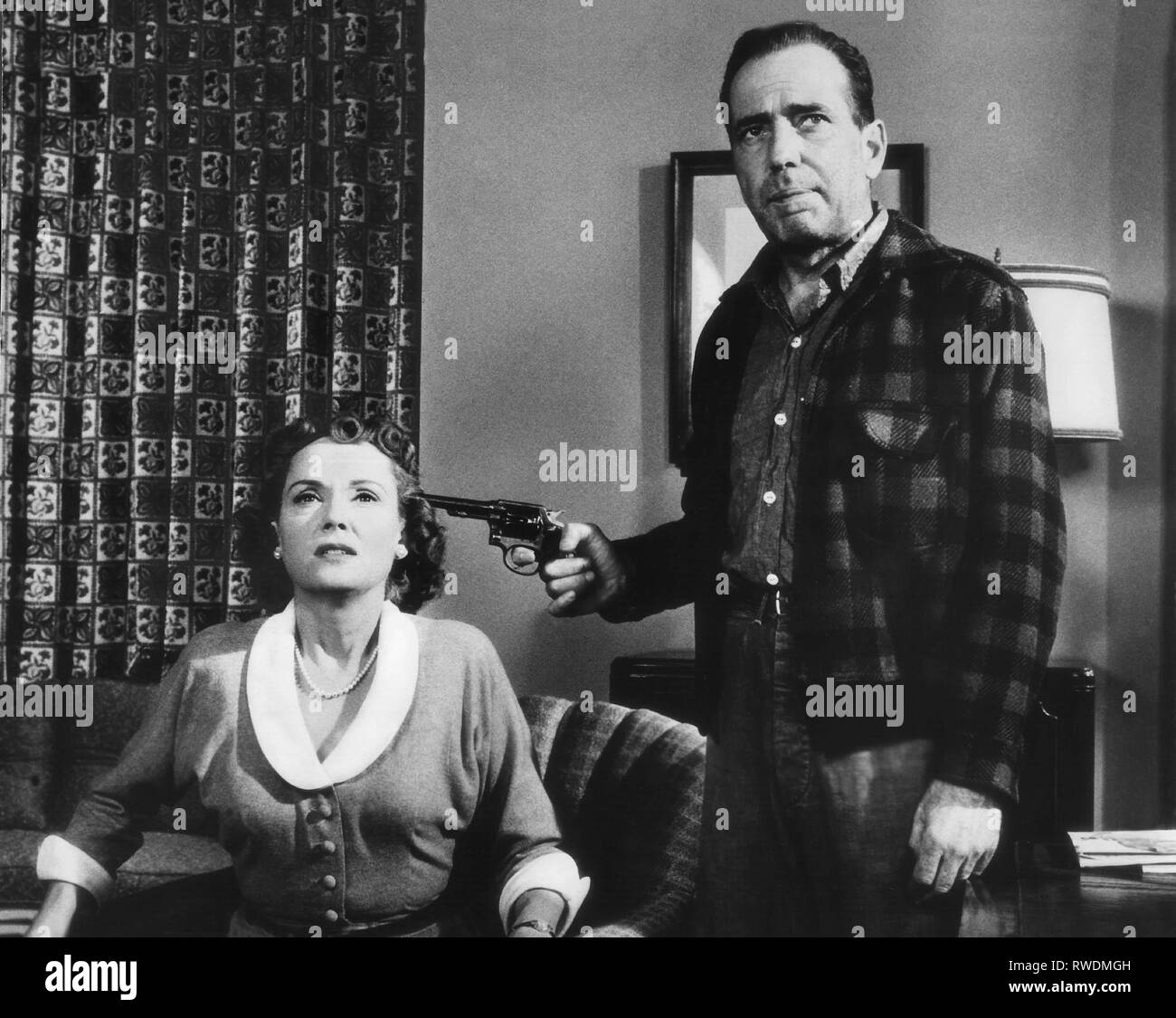 Scott Bogart The Desperate Hours 1955 Stock Photo Alamy The desperate hours directed by michael cimino, is an attempt to remake the humphrey bogart classic of the same name with indifferent results. https www alamy com scottbogart the desperate hours 1955 image239402705 html