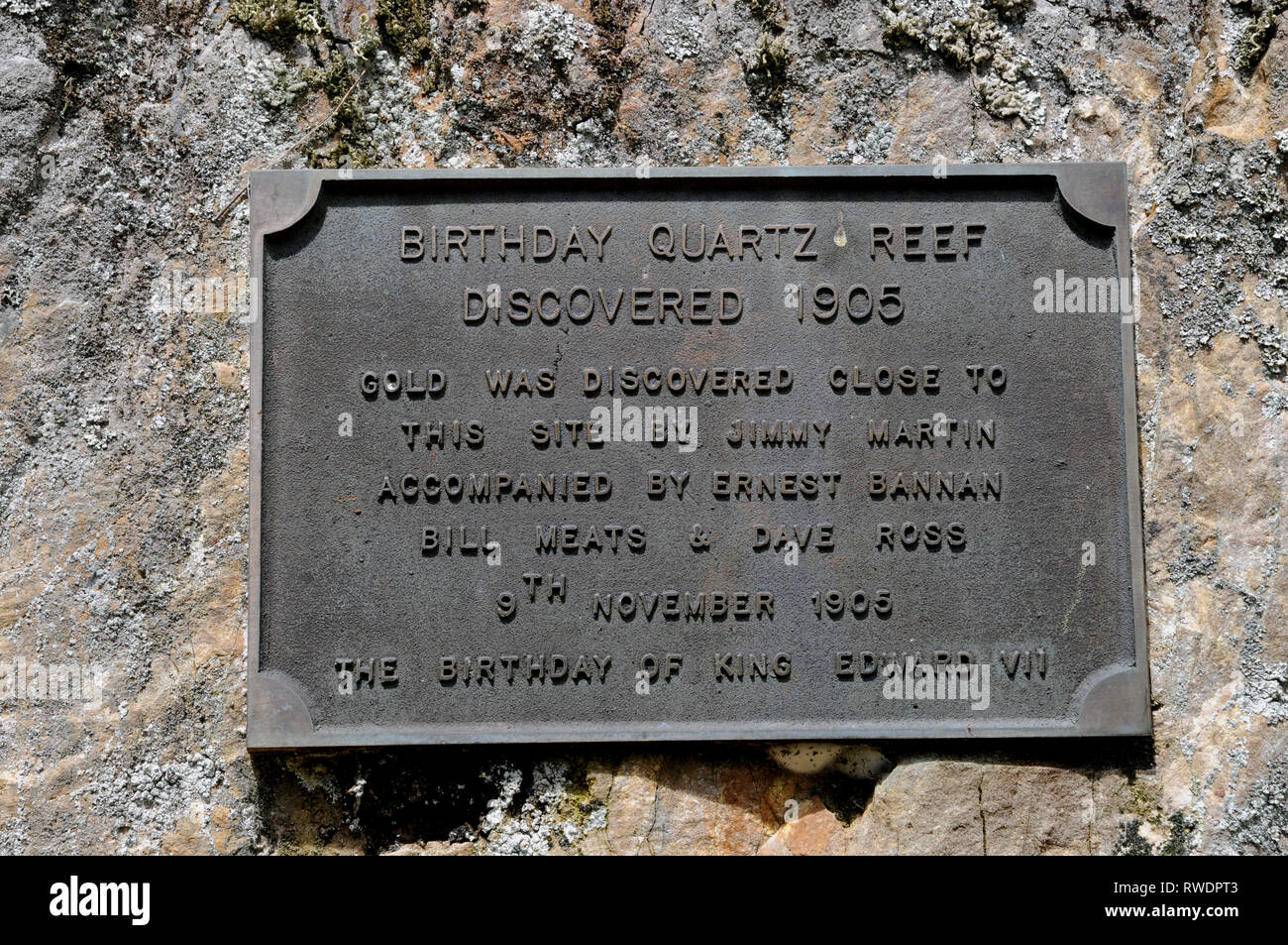 Plaque marking the entrance to the Birthday Quartz Reef. This discovery gave rise to gold mining in the region and the town of Waiuta. - Stock Image