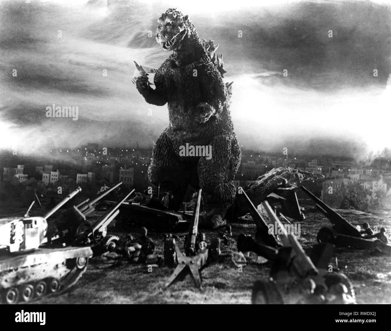 ARMY ATTACKS MONSTER, GODZILLA, 1954 - Stock Image