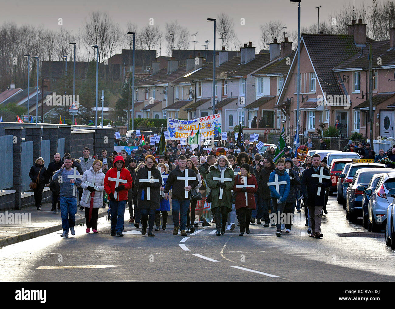 Relatives of civilians killed on Bloody Sunday 1972 carry white crosses at the 47th Bloody Sunday commemoration march in Londonderry on 27 January. Cr - Stock Image