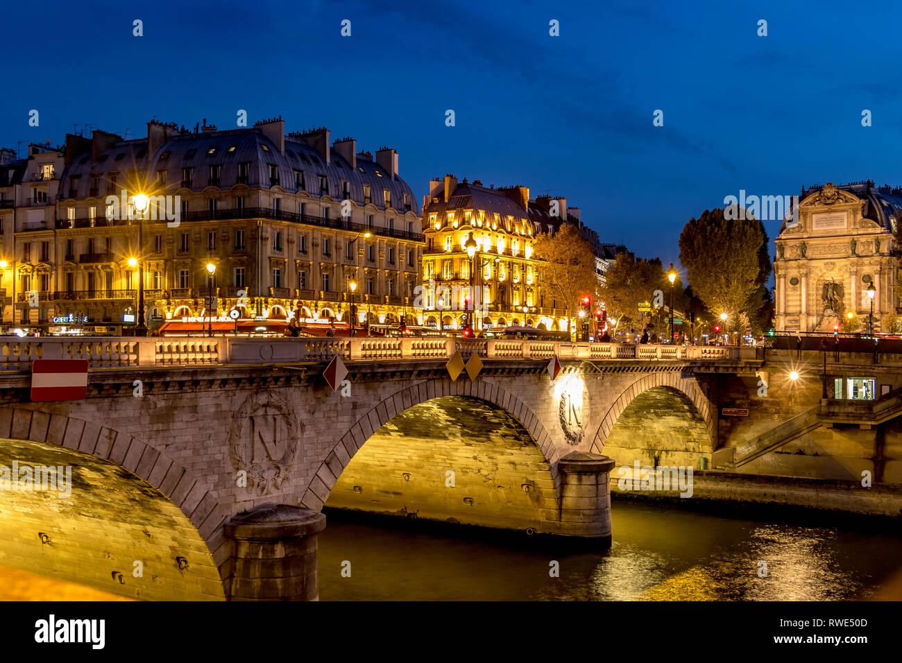 Pont au Change at night , from Quai de la Corse, Paris Stock Photo