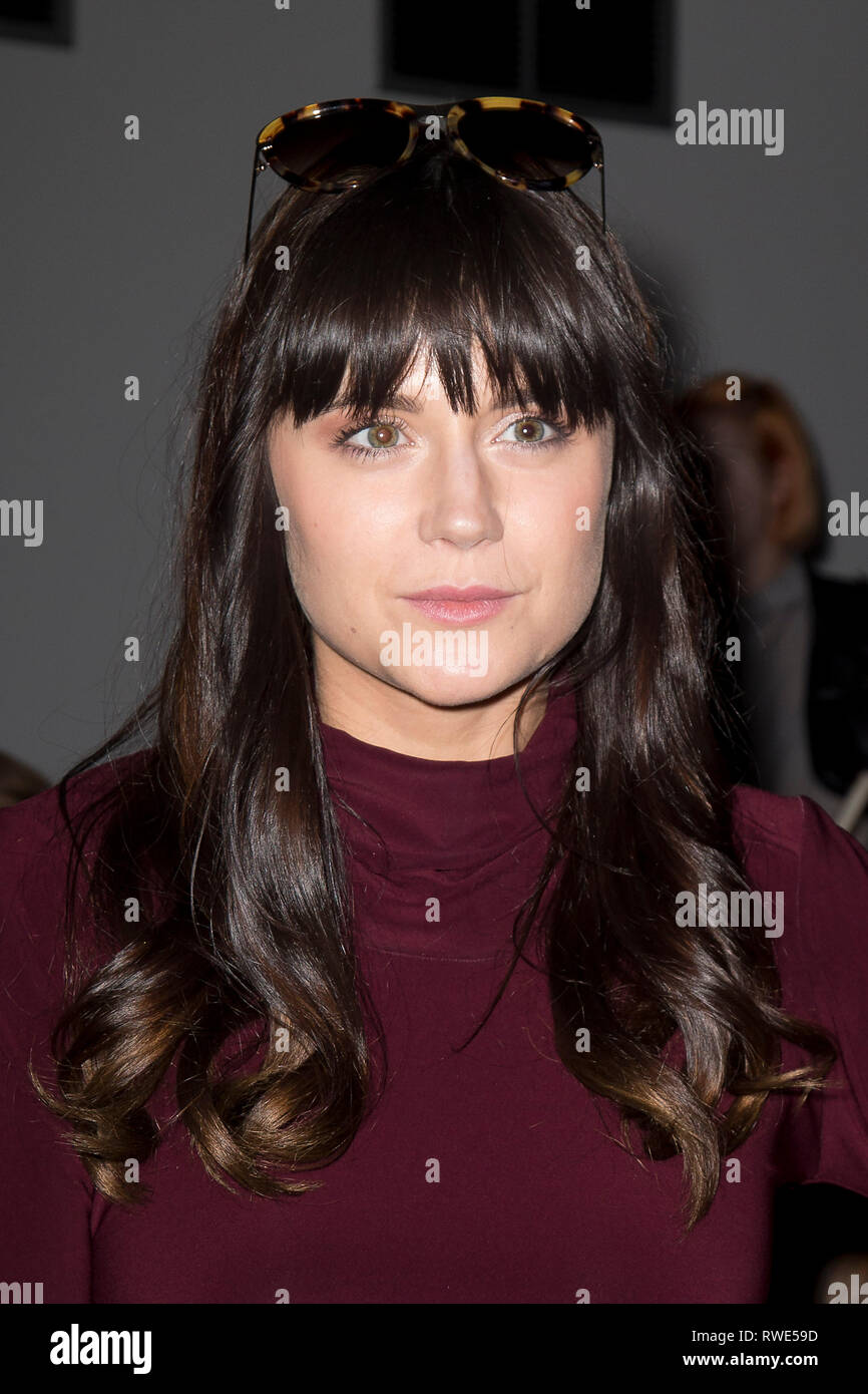 Lilah Parsons poses at a film premier in London on 15 December 2014. - Stock Image