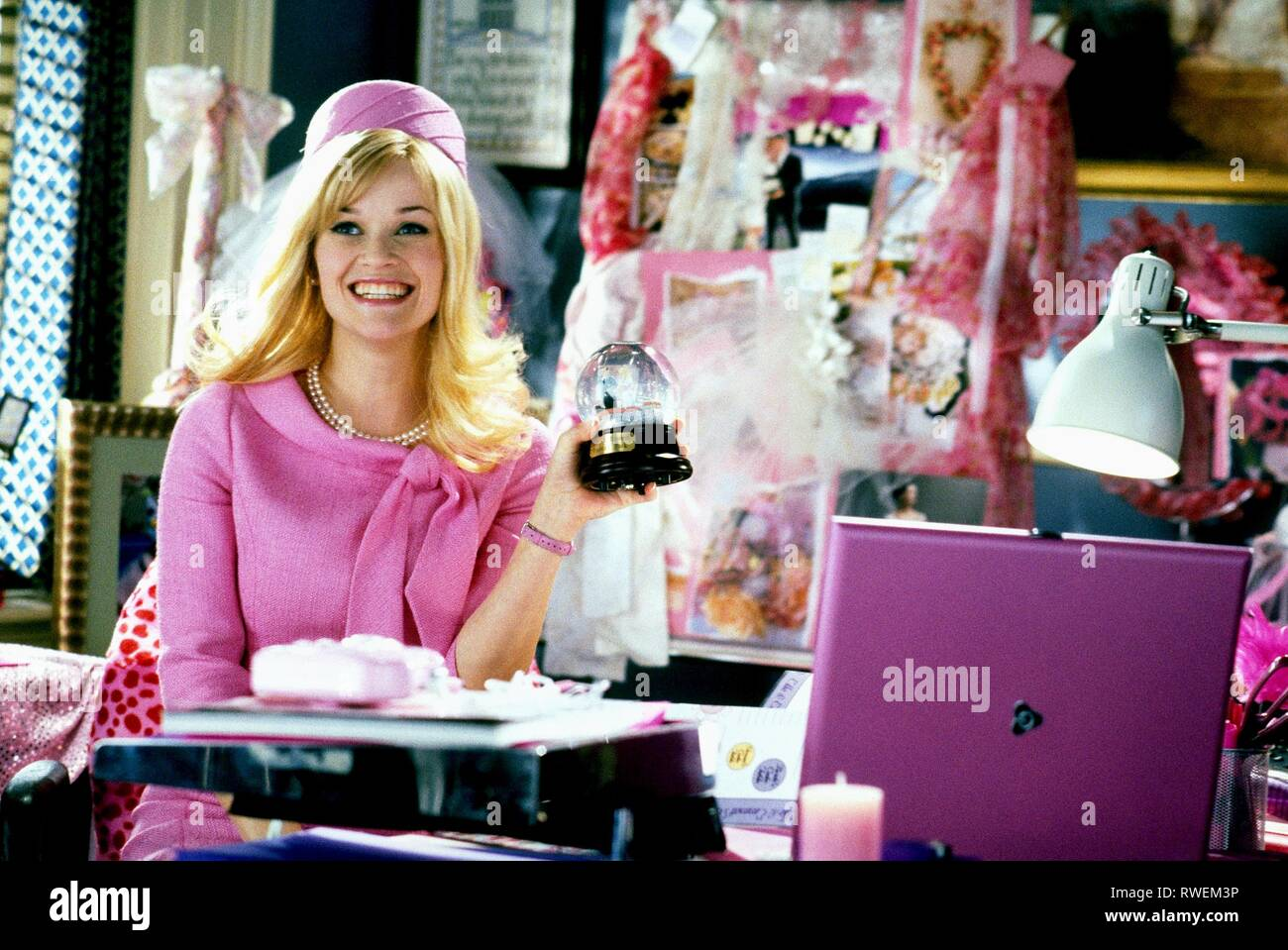 REESE WITHERSPOON, LEGALLY BLONDE 2: RED  WHITE and BLONDE, 2003 - Stock Image