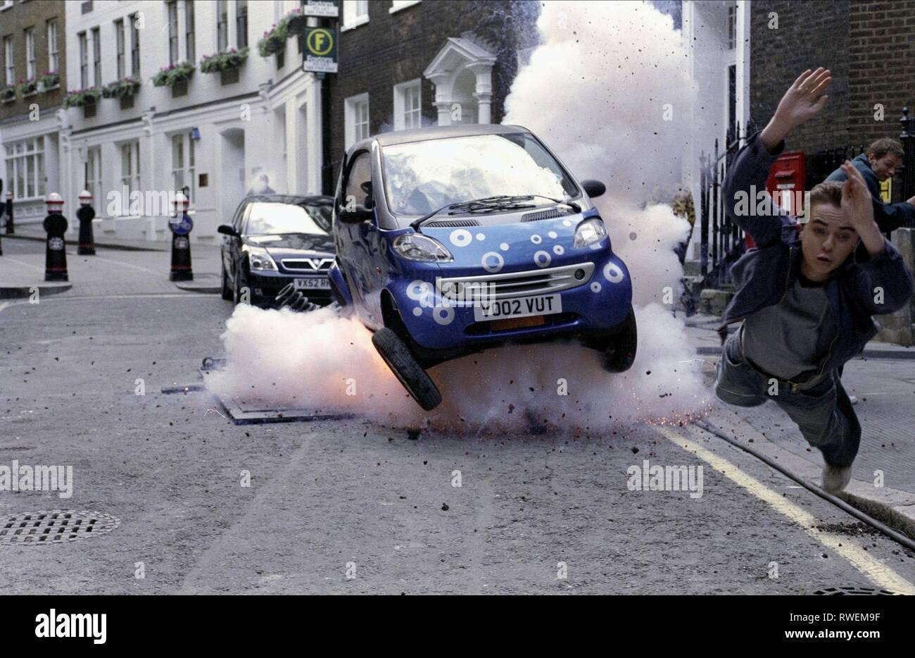 FRANKIE MUNIZ,EXPLODING CAR, AGENT CODY BANKS 2: DESTINATION LONDON, 2004 - Stock Image