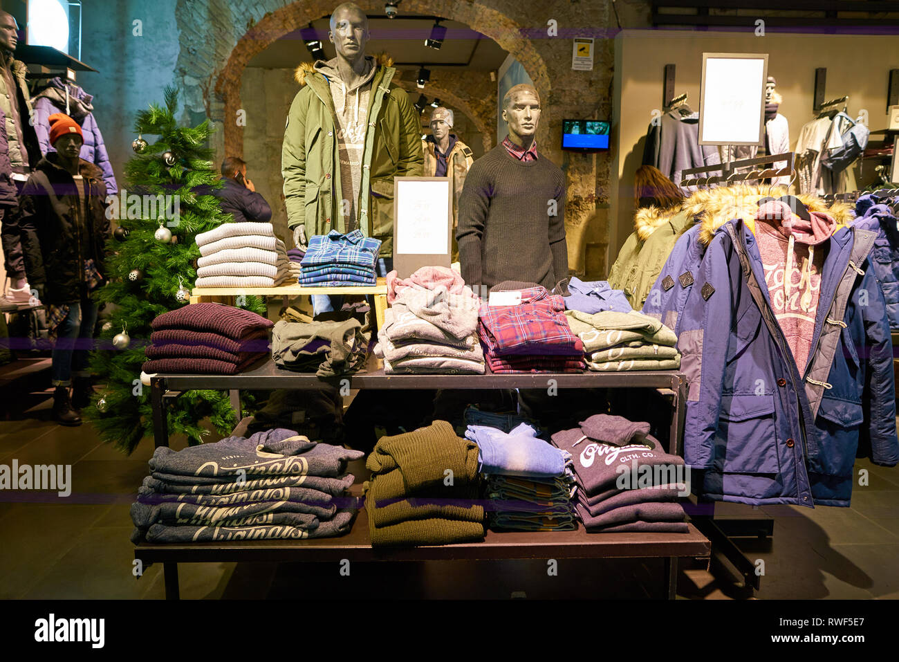 Sorpassare Modernizzazione sistematico  ROME, ITALY - CIRCA NOVEMBER, 2017: interior shot of a Jack & Jones store  in Rome Stock Photo - Alamy