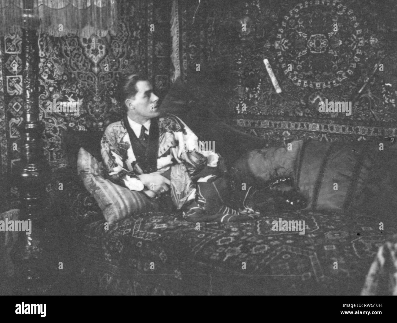 Schoedl, Georg, 1899 - 1981, German photographer, full length, in oriental decor, 1940s, Additional-Rights-Clearance-Info-Not-Available - Stock Image