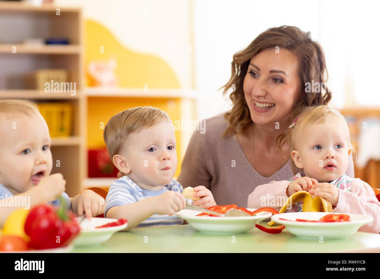 Group Of Nursery Babies Eating Healthy Food Lunch Break Together With Kindergartener Stock Photo Alamy