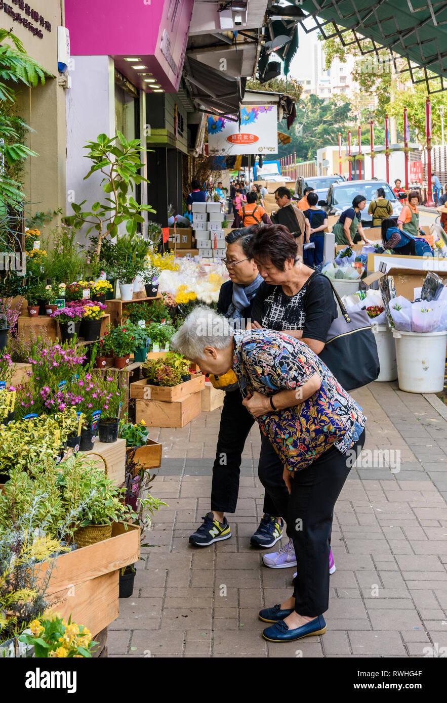 Locals shop along Flower Market Road, Kowloon, Hong Kong - Stock Image