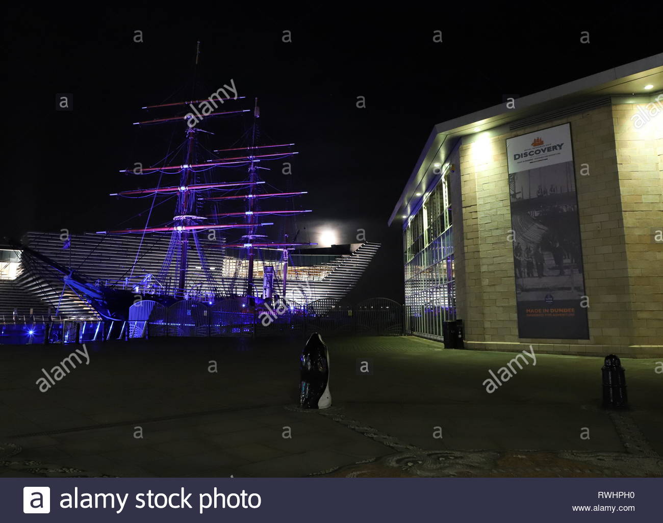 RRS Discovery, Discovery Point and V&A Design Museum by night Dundee Scotland  February 2019 Stock Photo