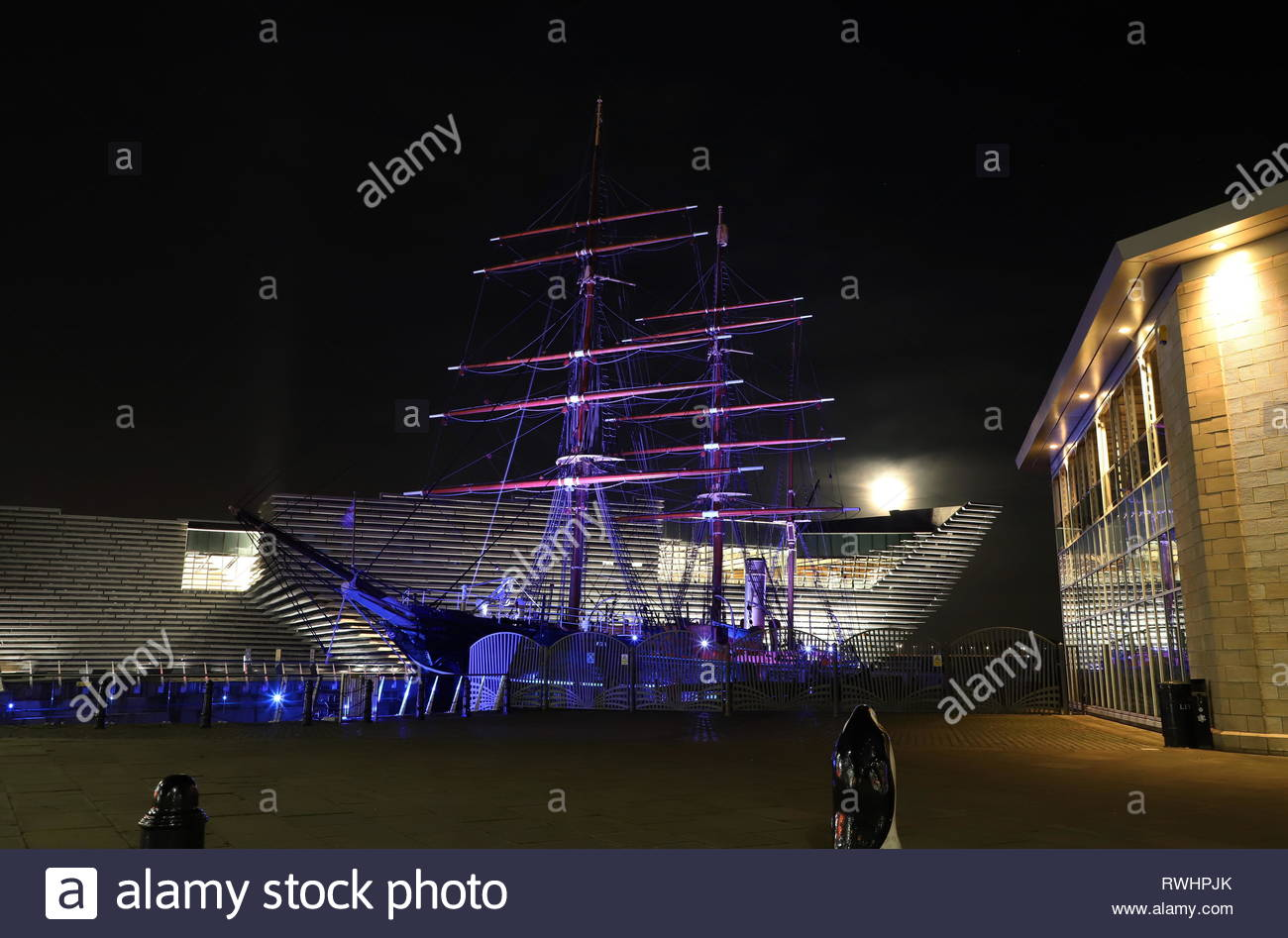 RRS Discovery, Discovery Point and V&A Design Museum by night Dundee Scotland  February 2019 - Stock Image
