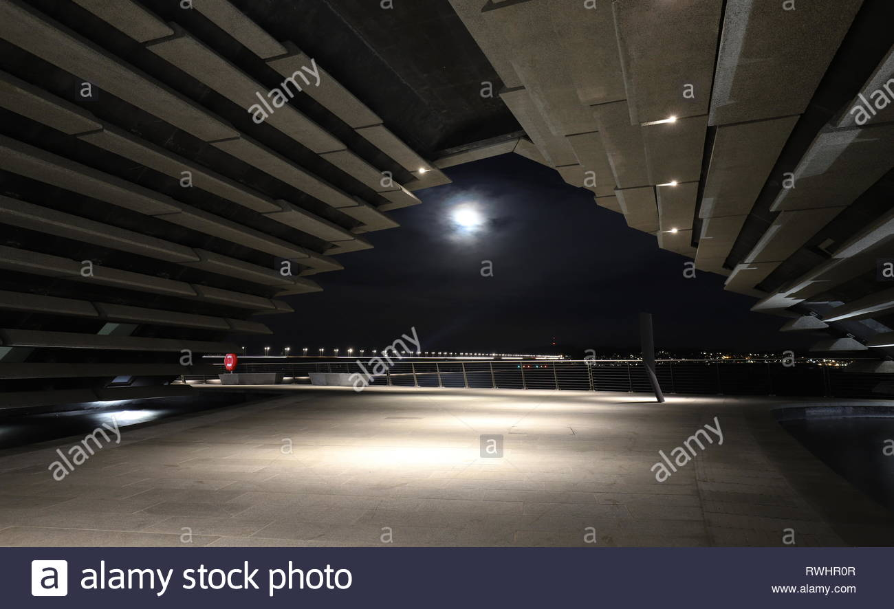 Moon and V&A Design Museum by night Dundee Scotland  February 2019 Stock Photo