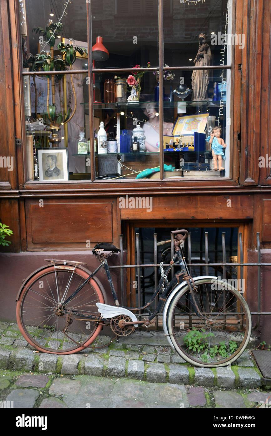 Shop front & bicycle, Honfleur, France Feb 2019 - Stock Image