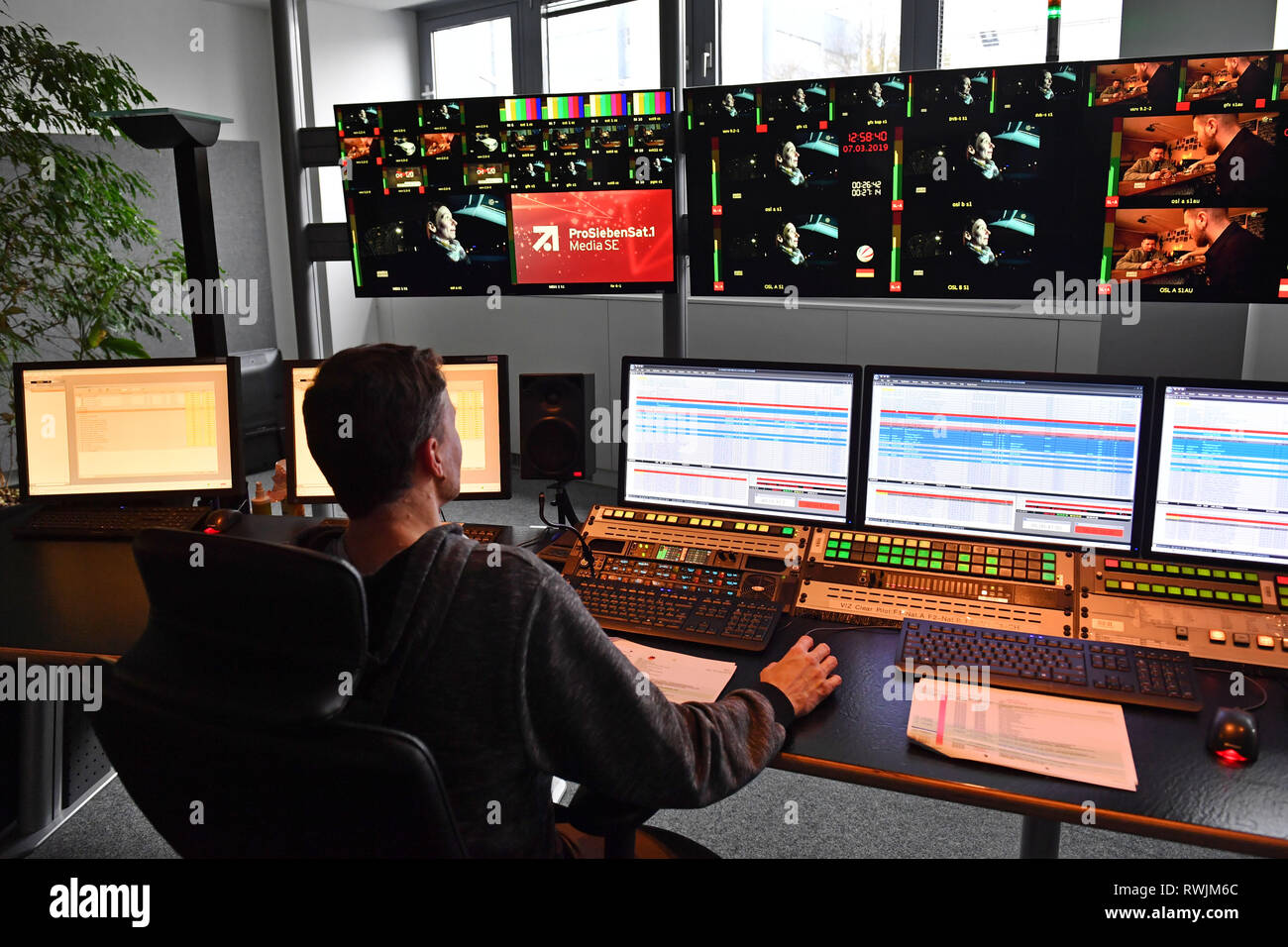 Randmotiv, Feature, The Playout Center (or Playout Center