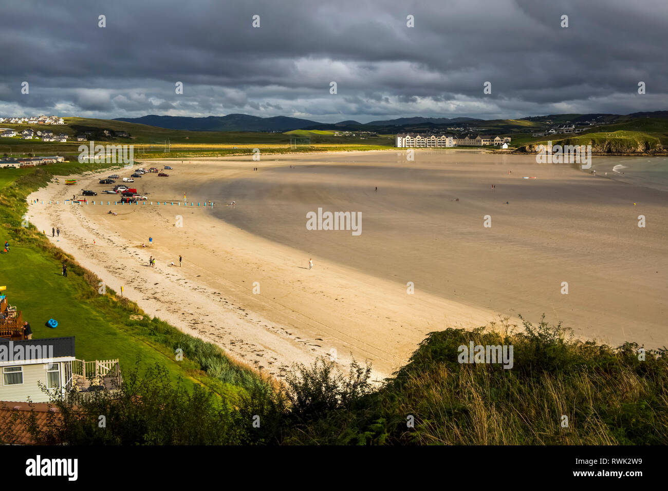 Beach along the coast of Northern Ireland in Sheephaven Bay; Downings, County Donegal, Ireland - Stock Image