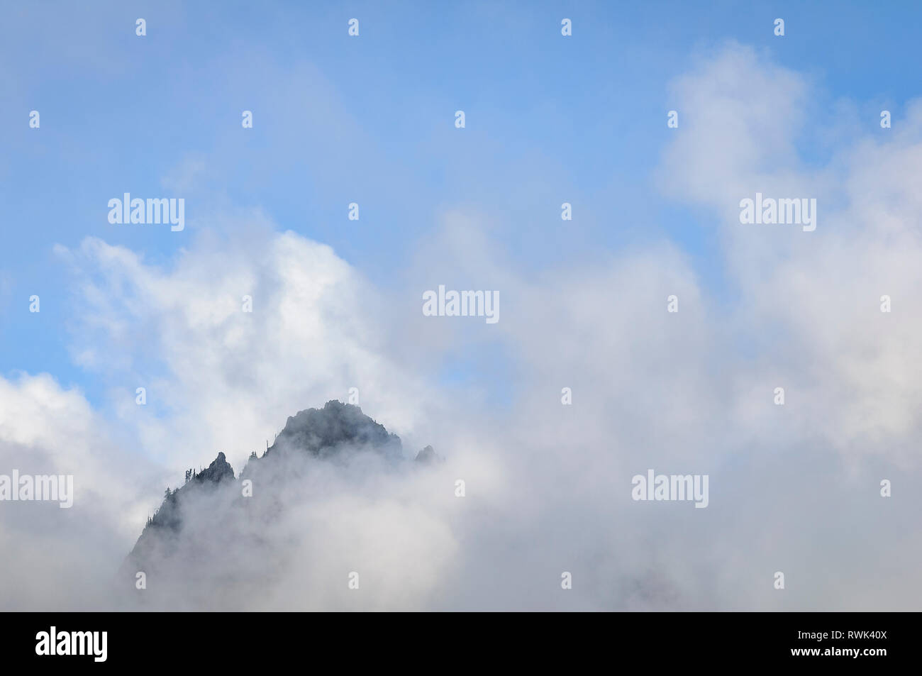 Lane Peak in the Tatoosh Range appears above the fog in the Nisqually Valley, from Inspiration Point; Mount Rainier National Park, Washington. - Stock Image