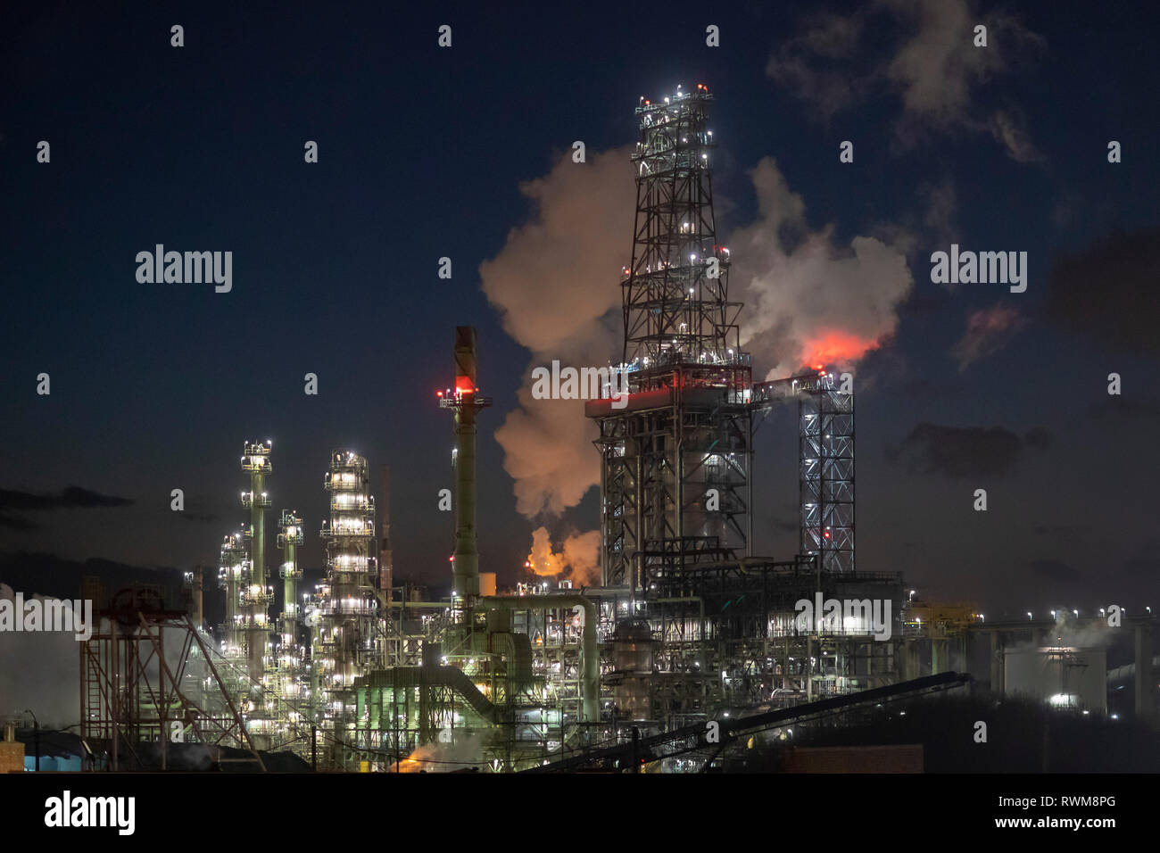 Detroit, Michigan - The Marathon Petroleum Refinery. The refinery processes heavy crude oil from Canada's tar sands. Stock Photo
