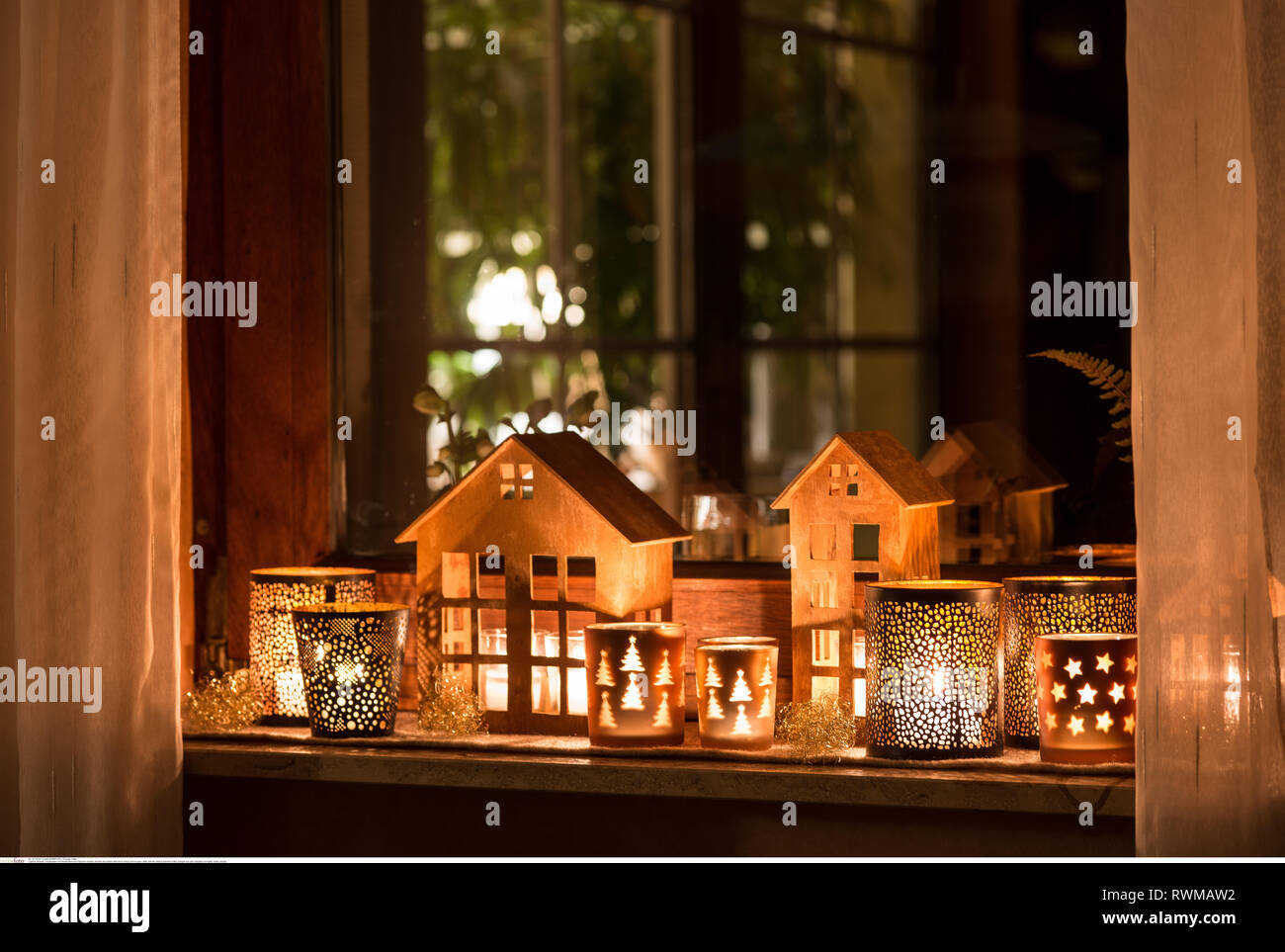 botany, window decoration with storm lamps a, Caution! For Greetingcard-Use / Postcard-Use In German Speaking Countries Certain Restrictions May Apply - Stock Image