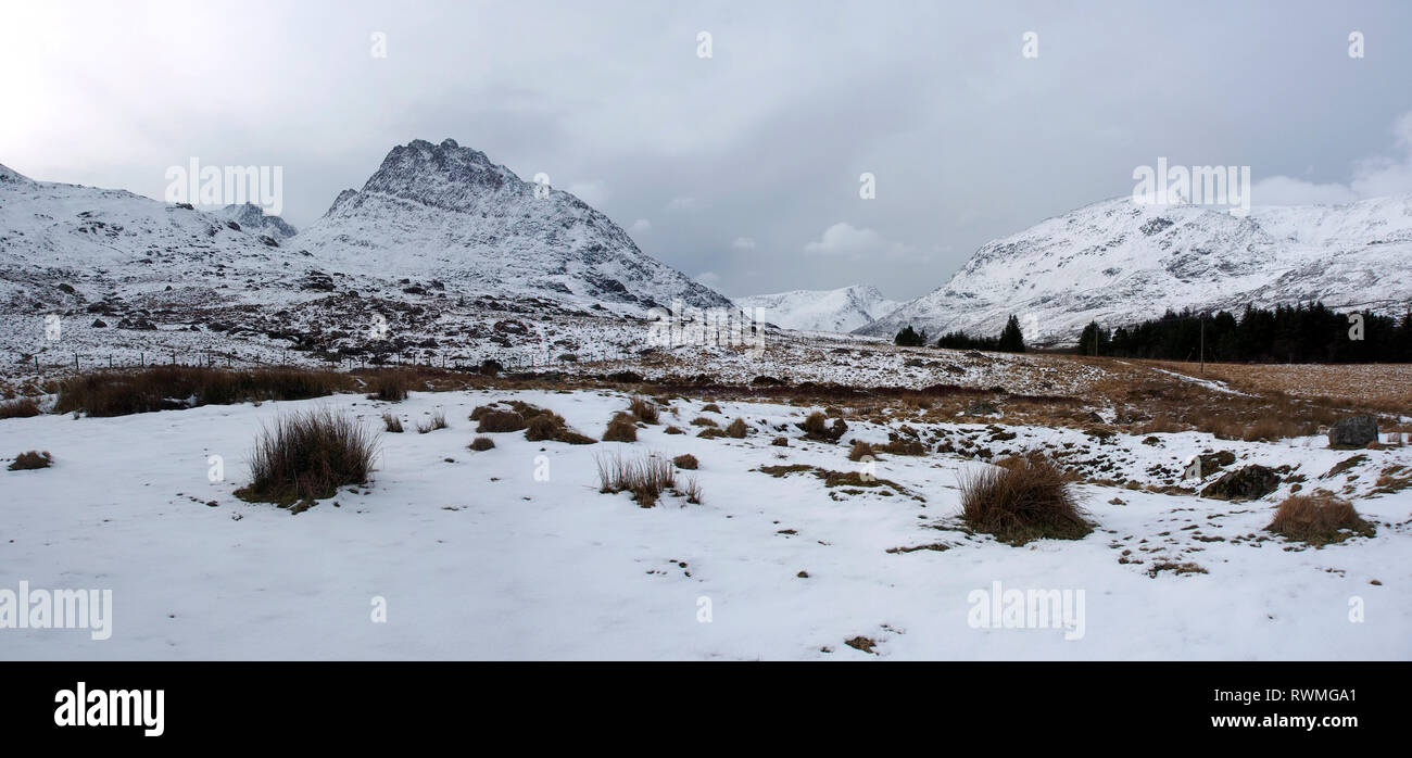 Tryfan, Ogwen valley Snowdonia, Wales in snow - Stock Image