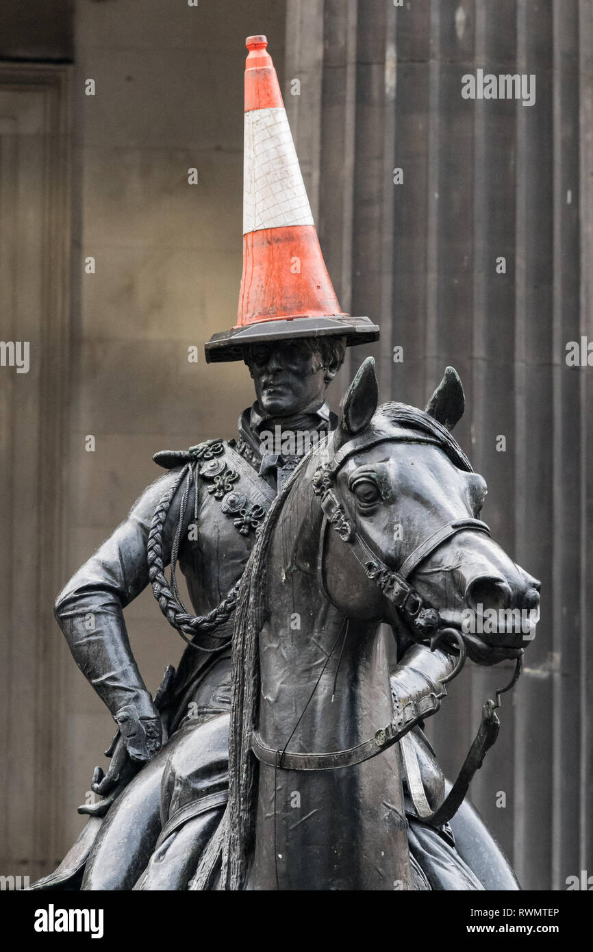 Duke of Wellington statue with cone Glasgow, Scotland, UK - Stock Image