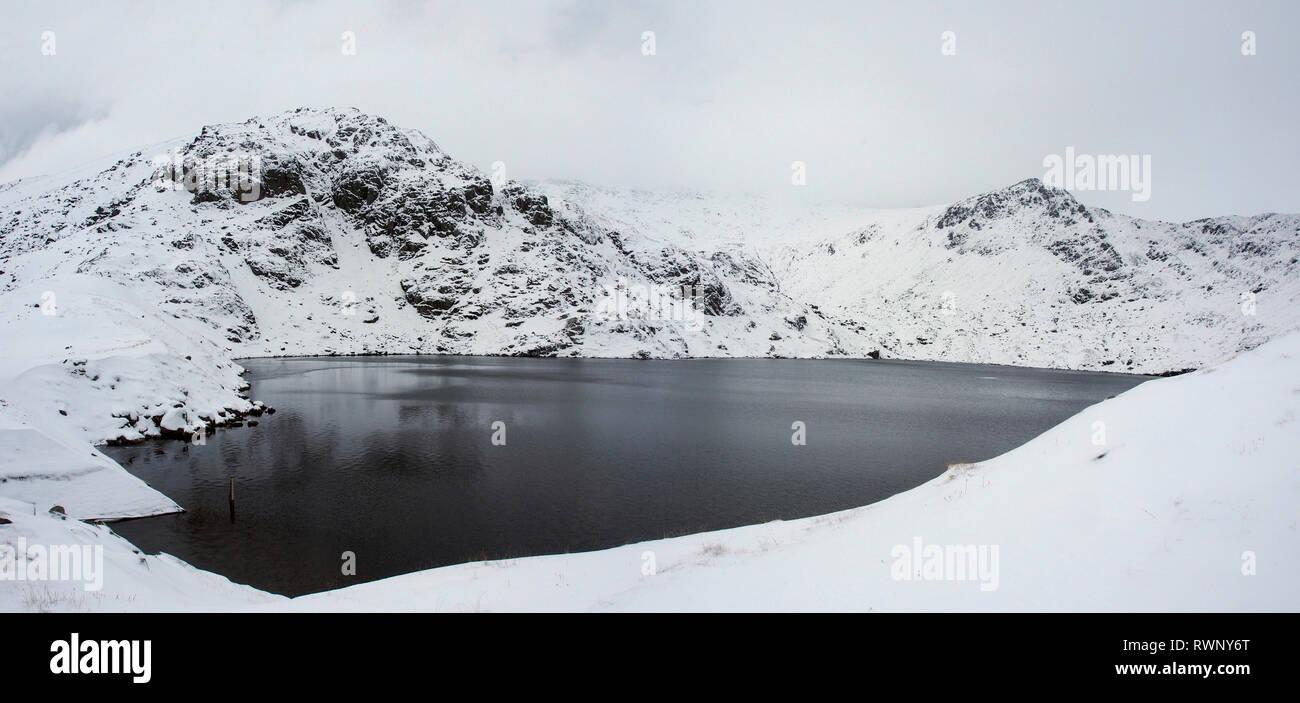 Ffynnon lugwy reservoir, Carneddau, Snowdonia, Wales in snow - Stock Image