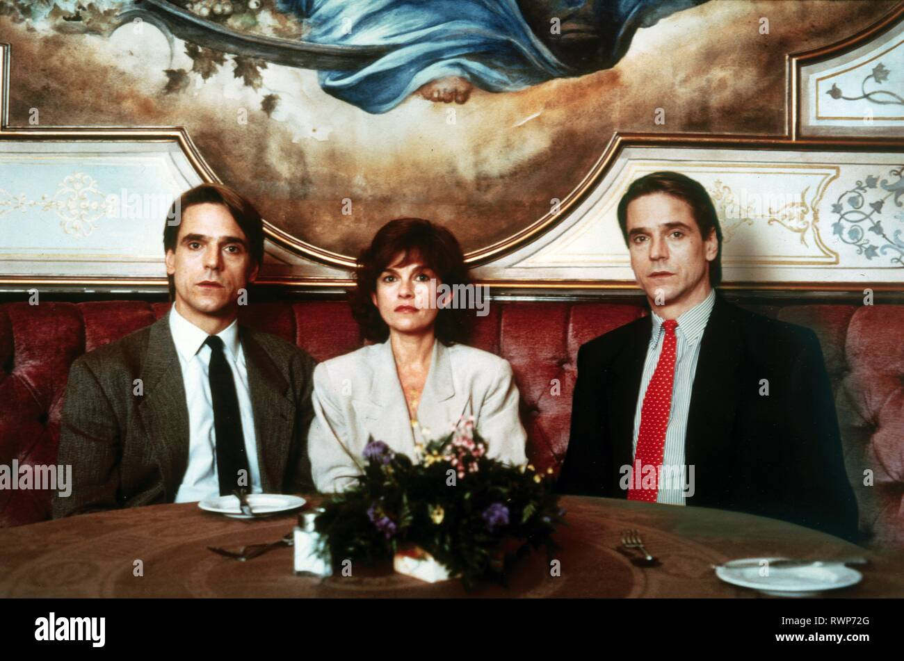 IRONS,BUJOLD,IRONS, DEAD RINGERS, 1988 Stock Photo