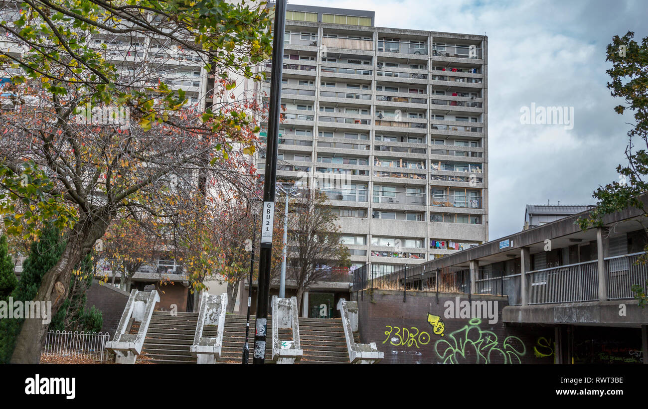 Leith Cables Wynd House or Banana Flats is an A listed apartment block in the Brutalist style is an example of excellence in modernist urban design Stock Photo