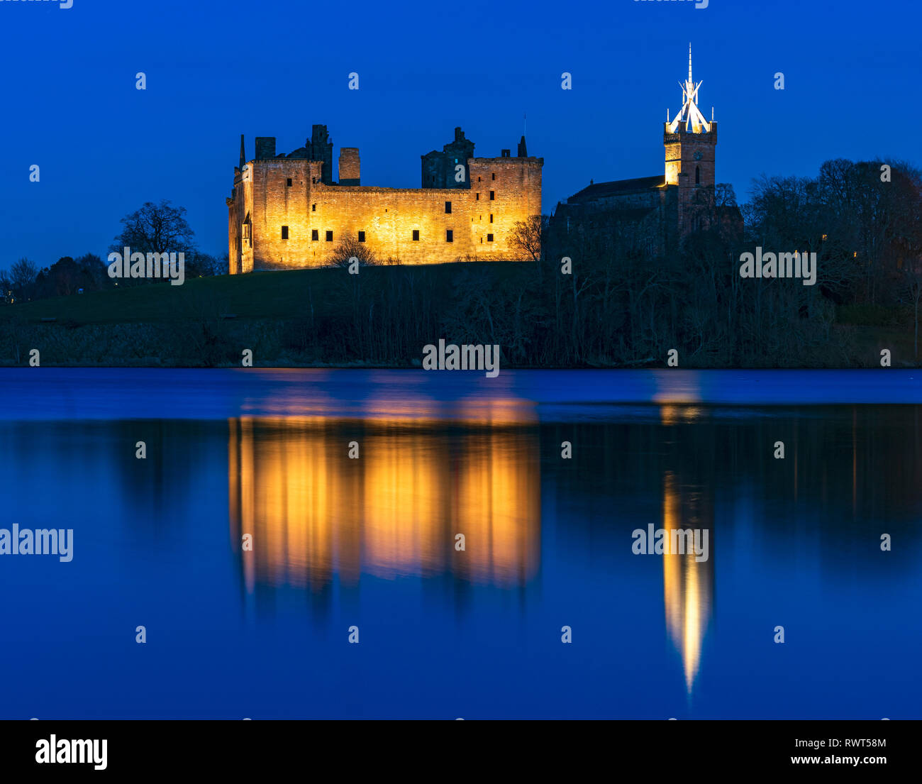 View of Linlithgow Palace at night in Linlithgow, West Lothian, Scotland, UK. Birthplace of Mary Queen of Scots. Stock Photo