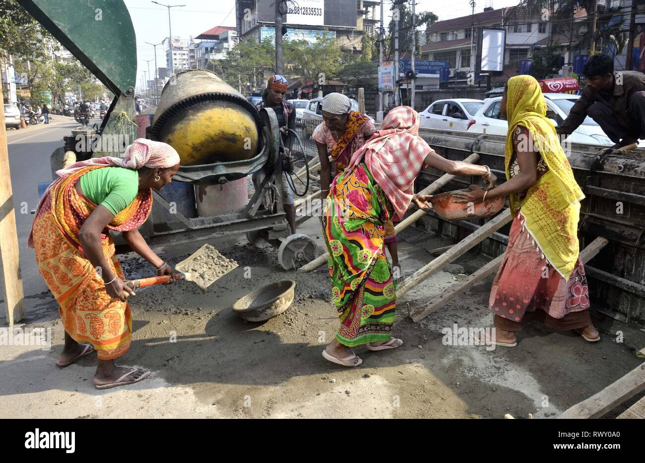 Guwahati, Assam, India. 07th Mar, 2019. Womens work at Road Construction in Guwahati on Thursday, March 07, 2019. Every year, March 8 is observed as International Women's Day to celebrate the social, economic, cultural and political achievements of women globally. Credit: Hafiz Ahmed/Alamy Live News - Stock Image