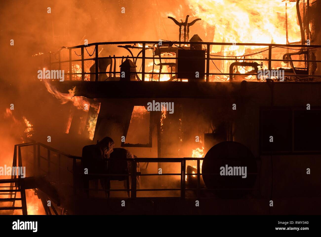 Cairo, Egypt. 7th Mar, 2019. A cruise on the Nile River is seen on fire in Cairo, Egypt, March 7, 2019. A massive fire engulfed a cruising restaurant overlooking the Nile River on Thursday evening in Maadi district in the Egyptian capital Cairo, eyewitnesses told Xinhua. Credit: Meng Tao/Xinhua/Alamy Live News - Stock Image