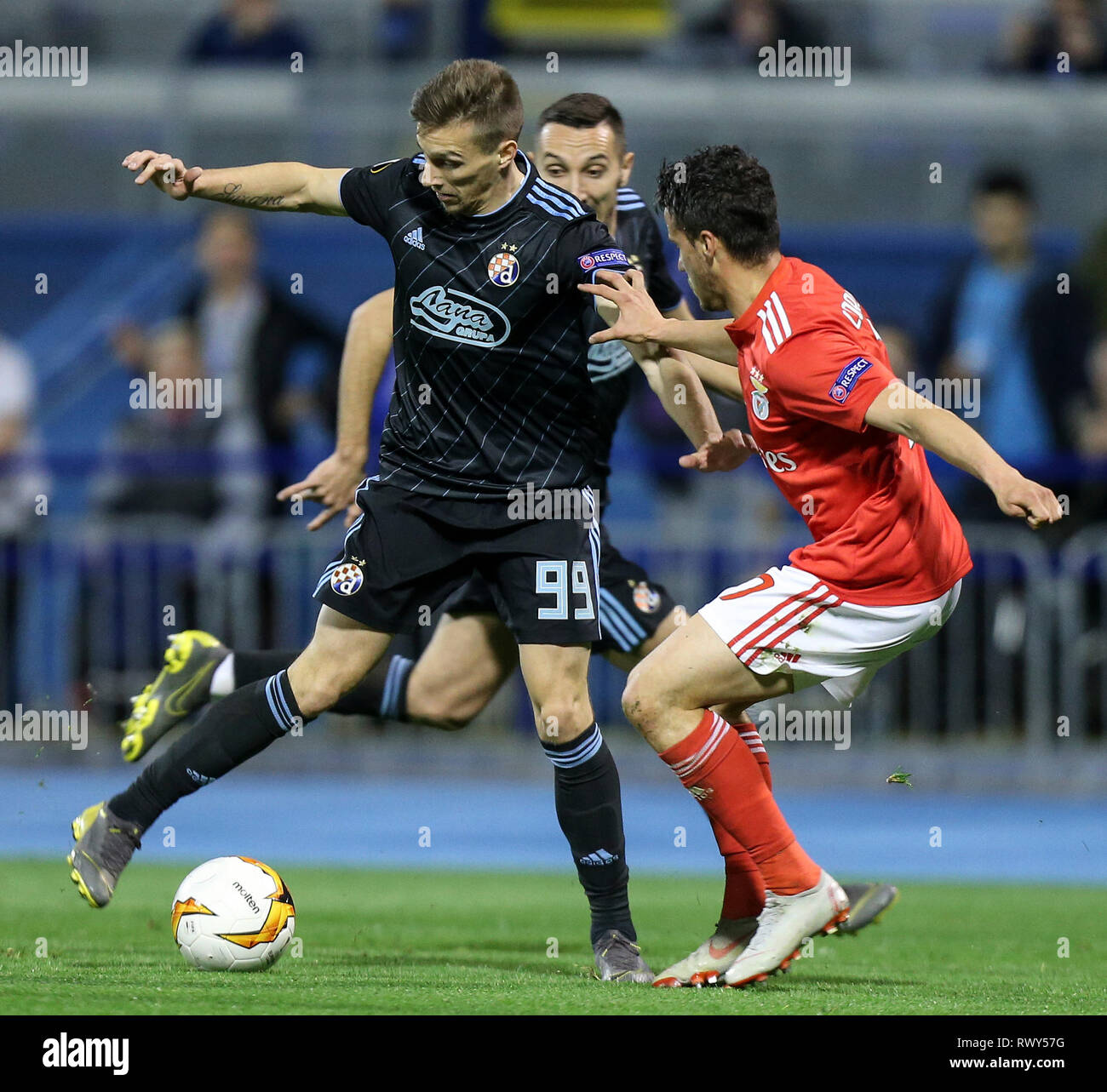 Zagreb Croatia 7th Mar 2019 Mislav Orsic L Of Dinamo Zagreb Vies With Sebastien Corchia Of Benfica During Uefa Europa League Round Of 16 First Leg Match Between Dinamo Zagreb And Benfica