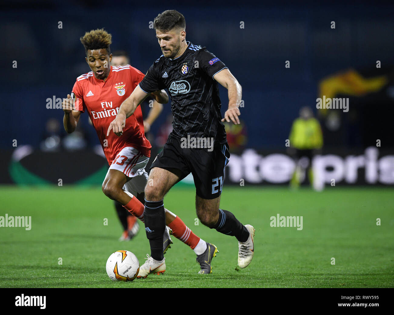 Zagreb Croatia 7th Mar 2019 Nikola Moro R Of Dinamo Zagreb Vies With Gedson Fernandes Of Benfica During Uefa Europa League Round Of 16 First Leg Match Between Dinamo Zagreb And Benfica