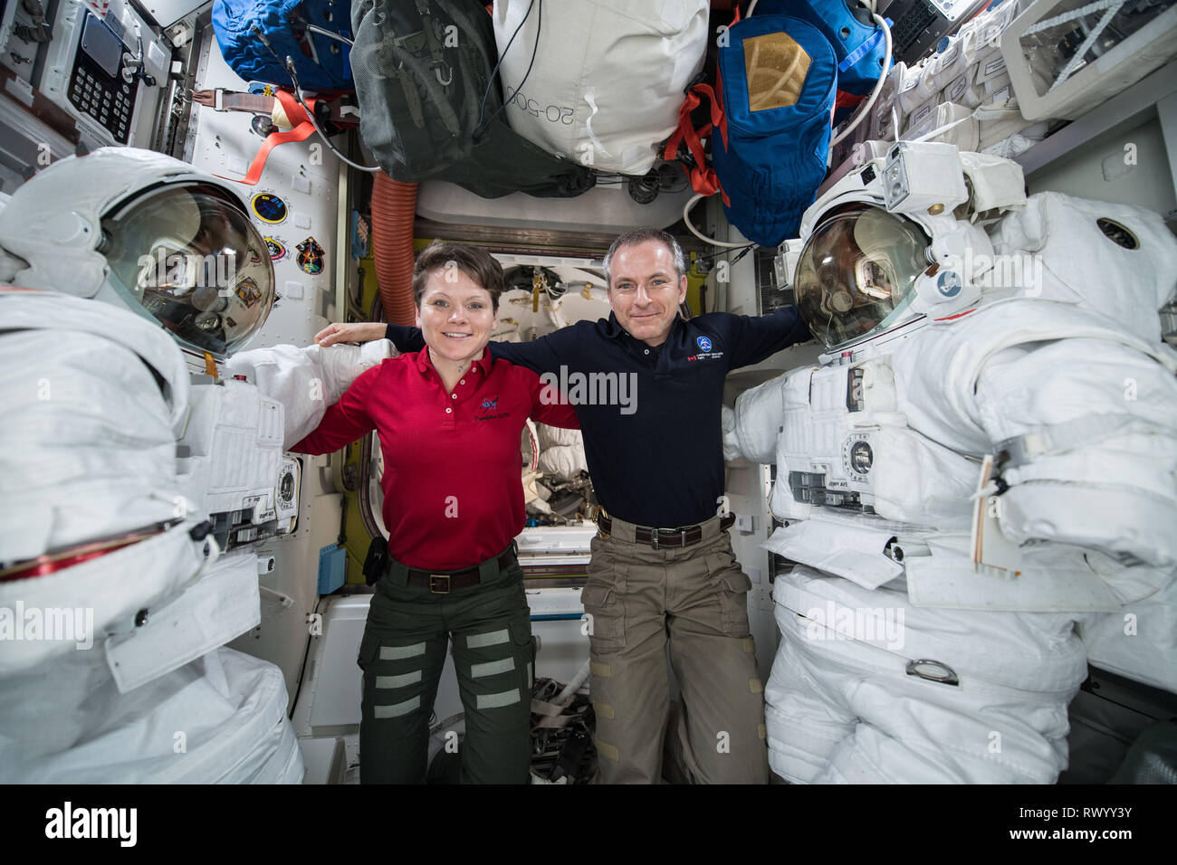 astronauts in the international space station - photo #8