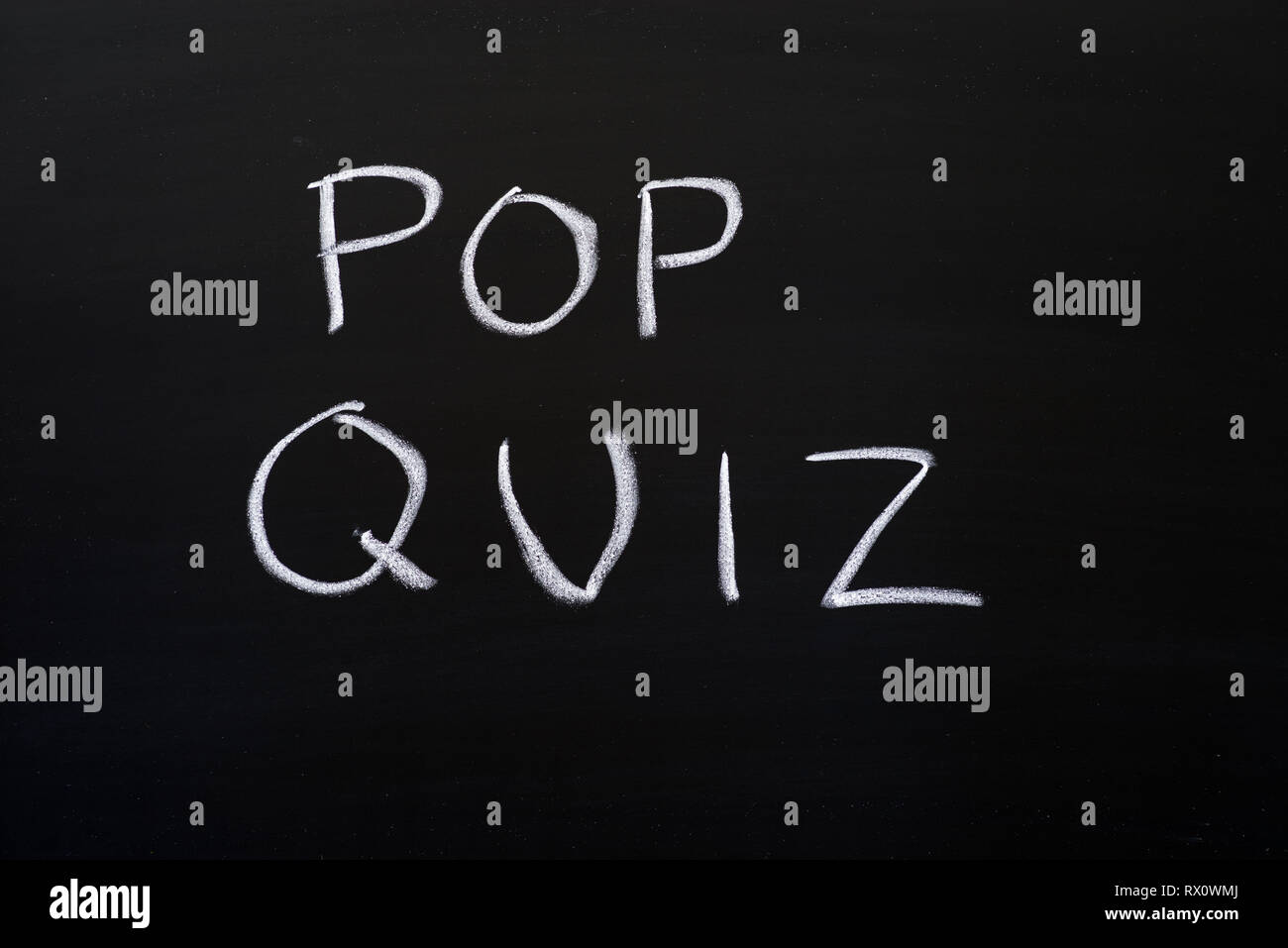 pop quiz written on a blackboard with white chalk - Stock Image