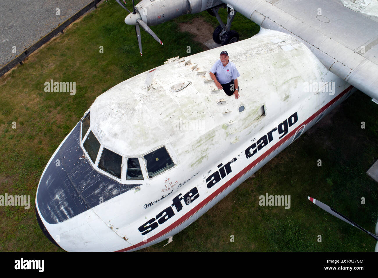 Paul Davidson with Merchant Enterprise, an Argosy aircraft that had a close encounter with a UFO in 1978 - Stock Image