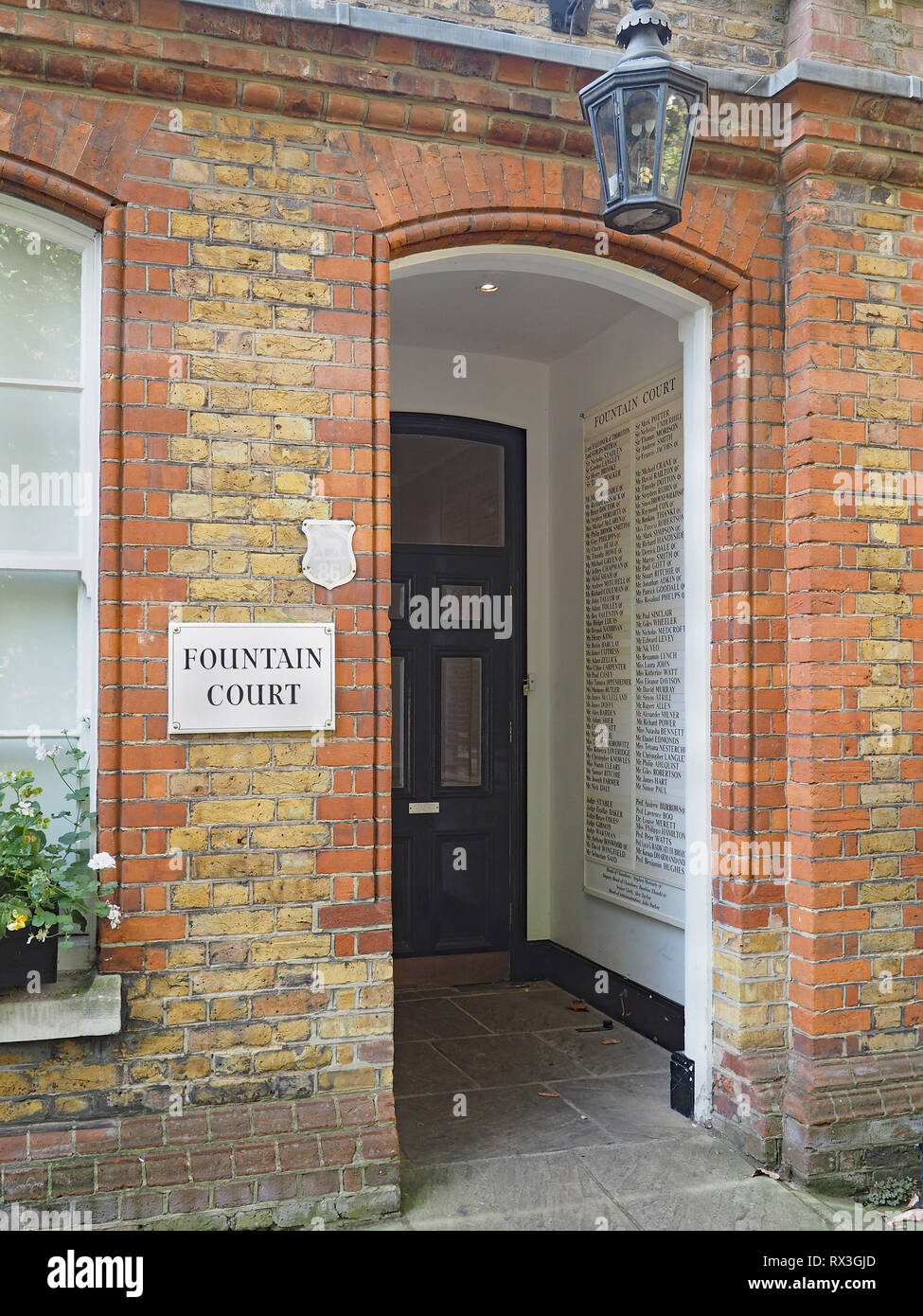LONDON - SEPTEMBER 2016:   Fountain Court in the Middle Temple has the offices many of England's most eminent lawyers in a building dating from the 16 - Stock Image