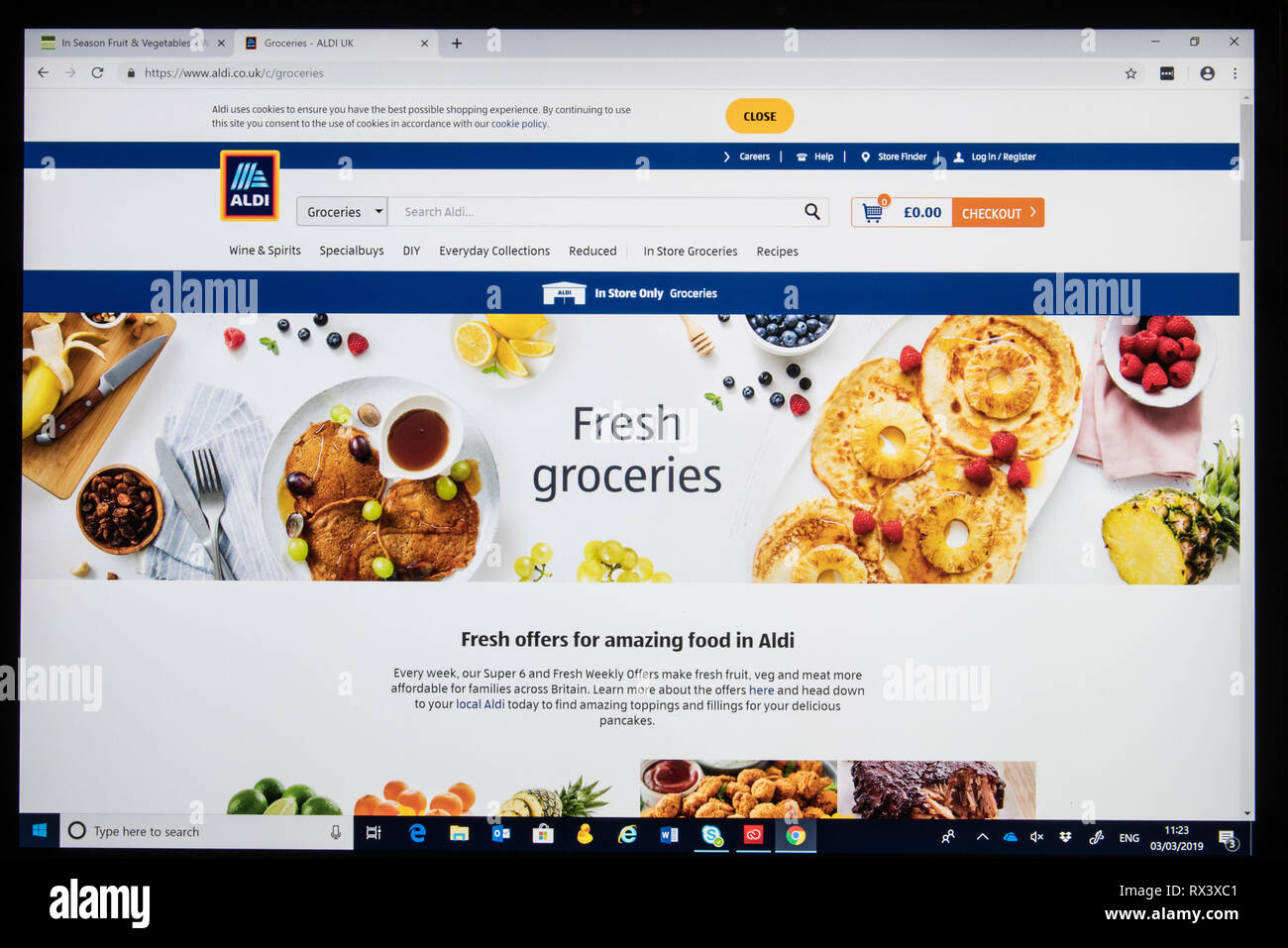 Aldi online shop screen shot showing Fresh Groceries page - Stock Image