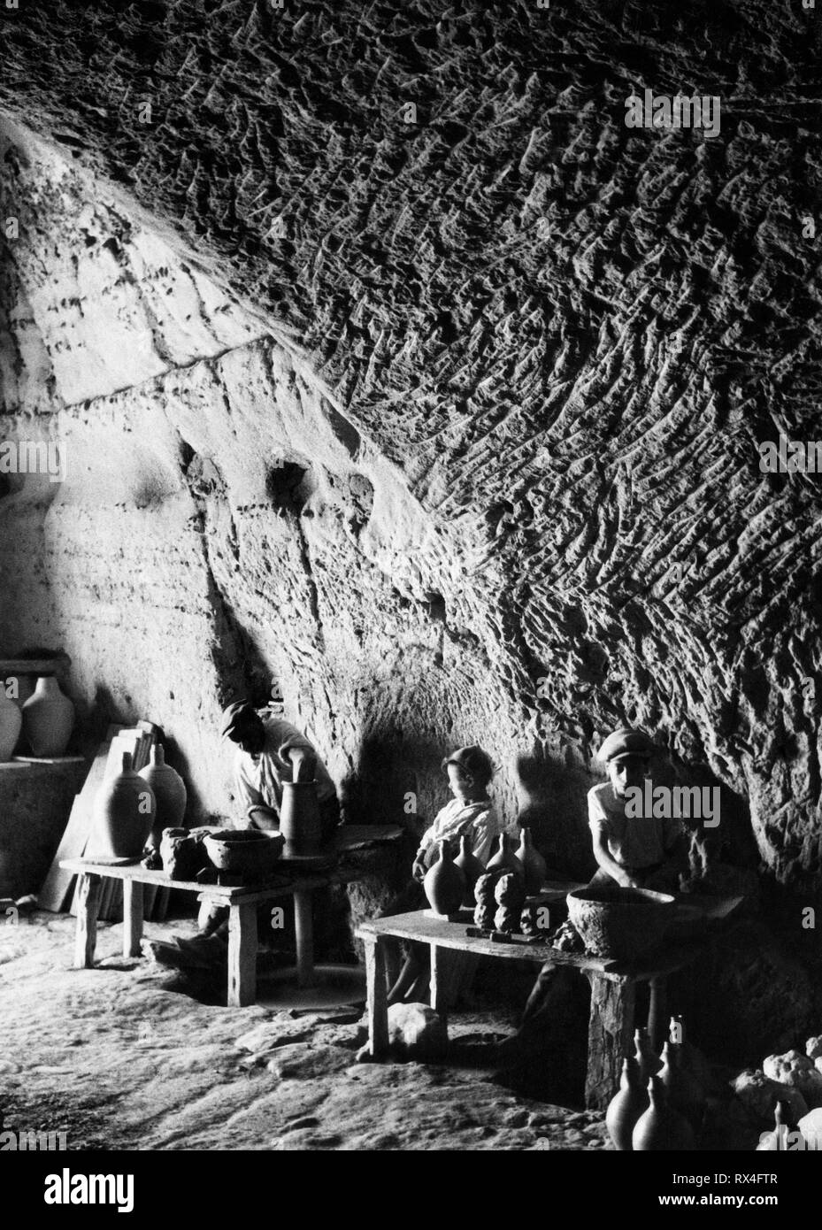 Europe, Italy, Calabria, gerace, artisans of terracotta, 1940 - Stock Image