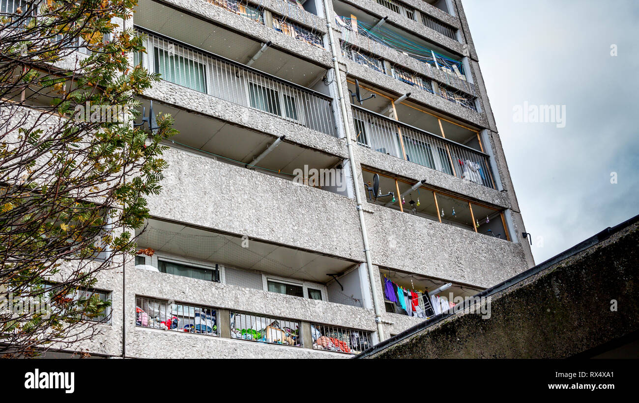 Cables Wynd House Leith or Banana Flats is an A listed apartment block in the Brutalist style an example of excellence in modernist urban design Stock Photo