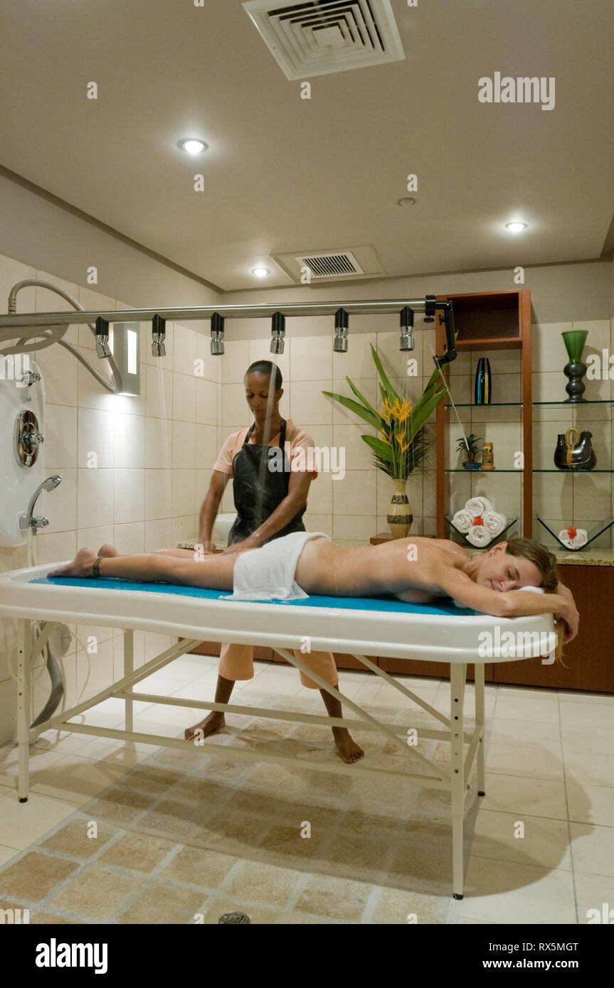 Woman undergoing hydrotherapy at resort - Stock Image