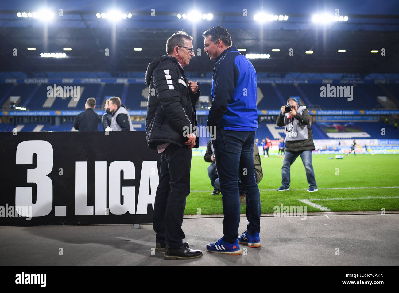 Coach Alois Schwartz (KSC, right) with coach Norbert Maier (KFC Uerdingen 05, l.). GES / football / 3rd league: Krefelder football club Uerdingen - Karlsruher SC, 08.03.2019 Football / Soccer: 3rd League: KFC Uerdingen vs Karlsruher SC, Duisburg, March 8, 2019 | usage worldwide - Stock Image