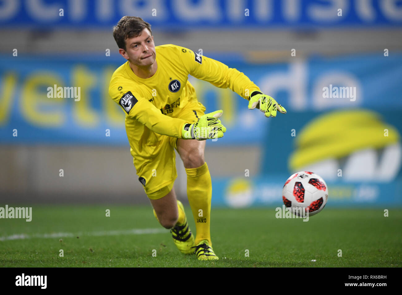 goalkeeper Benjamin Uphoff (KSC). GES / football / 3rd league: Krefelder football club Uerdingen - Karlsruher SC, 08.03.2019 Football / Soccer: 3rd League: KFC Uerdingen vs Karlsruher SC, Duisburg, March 8, 2019 | usage worldwide - Stock Image