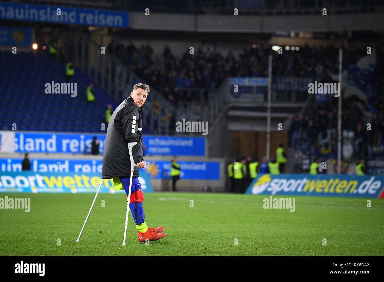 Duisburg, Deutschland. 08th Mar, 2019. Goalkeeper Rene Vollath (KFC Uerdingen 05) injured. GES/football/3rd league: Krefelder football club Uerdingen - Karlsruher SC, 08.03.2019 Football/Soccer: 3rd League: KFC Uerdingen vs Karlsruher SC, Duisburg, March 8, 2019 | usage worldwide Credit: dpa/Alamy Live News - Stock Image