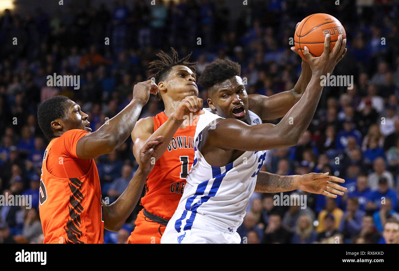 New York, USA. 8th Mar 2019. Mar 08, 2019: Buffalo Bulls forward Nick Perkins (33) grabs a rebound during the second half of play in the NCAA Basketball game between the Bowling Green Falcons and Buffalo Bulls at Alumni Arena in Amherst, N.Y. (Nicholas T. LoVerde/Cal Sport Media) Credit: Cal Sport Media/Alamy Live News - Stock Image