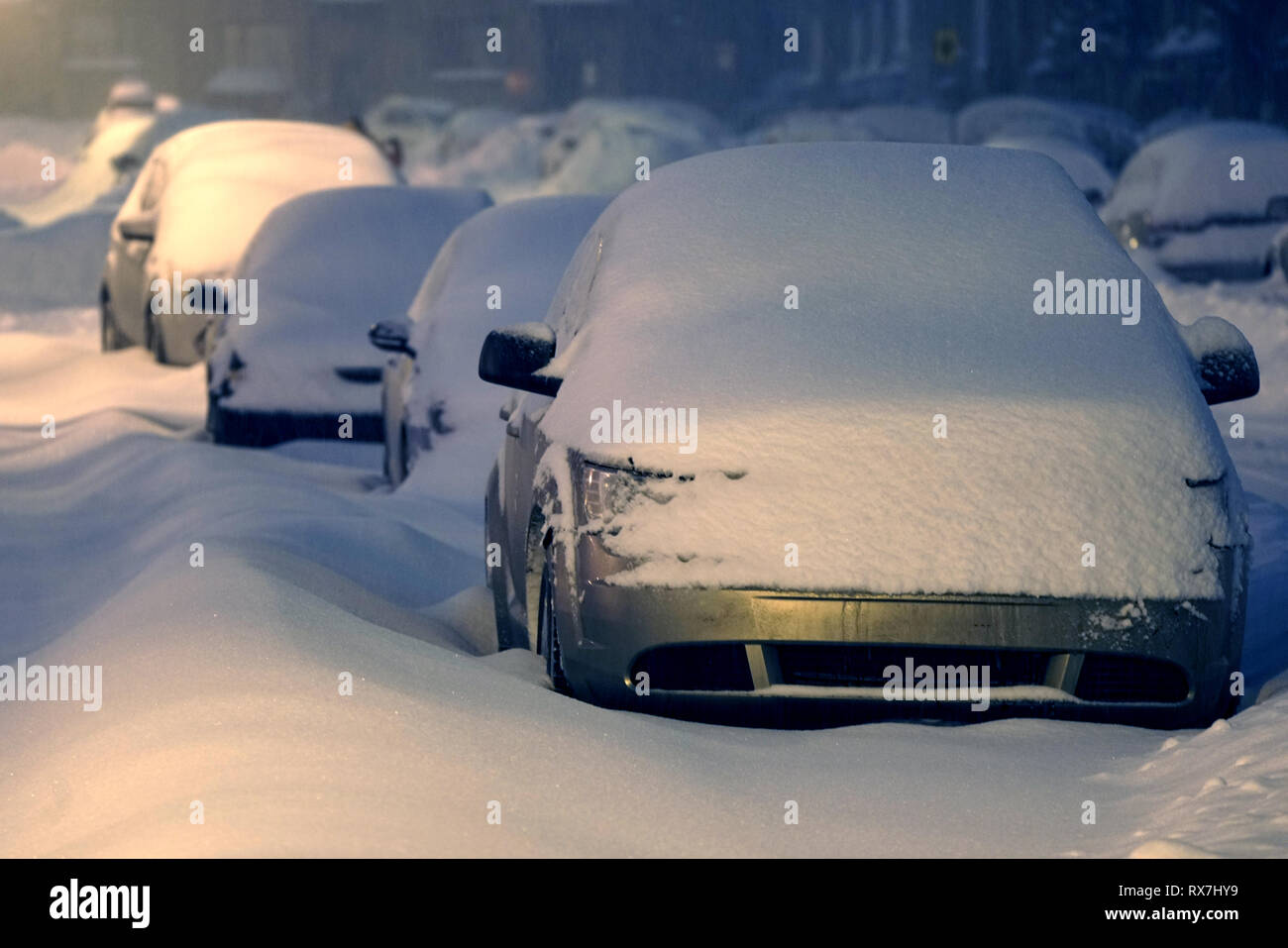 Montreal, Canada.February 13 2019.Automobiles during a winter snowstorm.Credit:Mario Beauregard/Alamy Live News - Stock Image