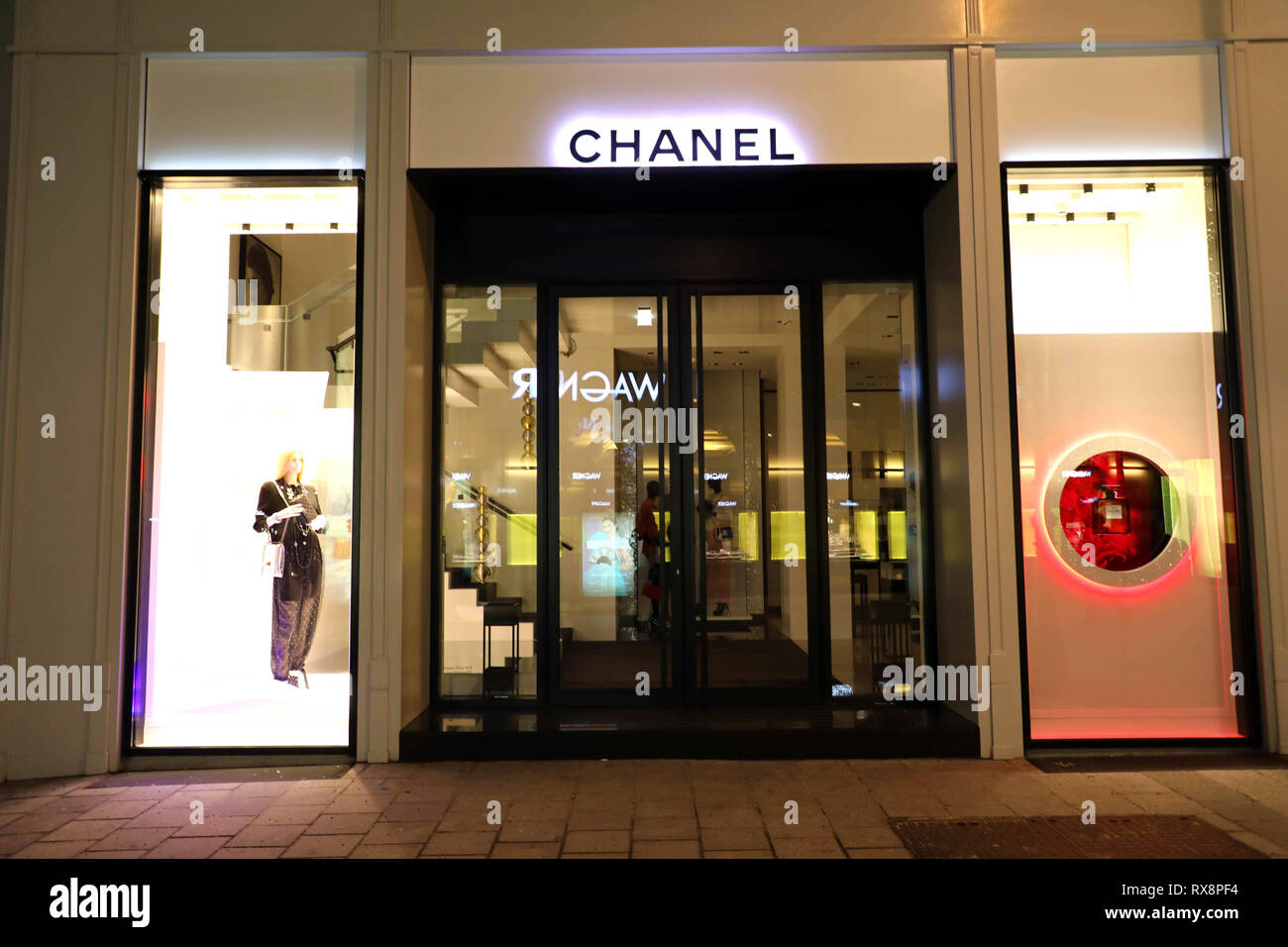329d13390ed3 VIENNA, AUSTRIA - JANUARY 8, 2019: night view of Chanel store in Vienna