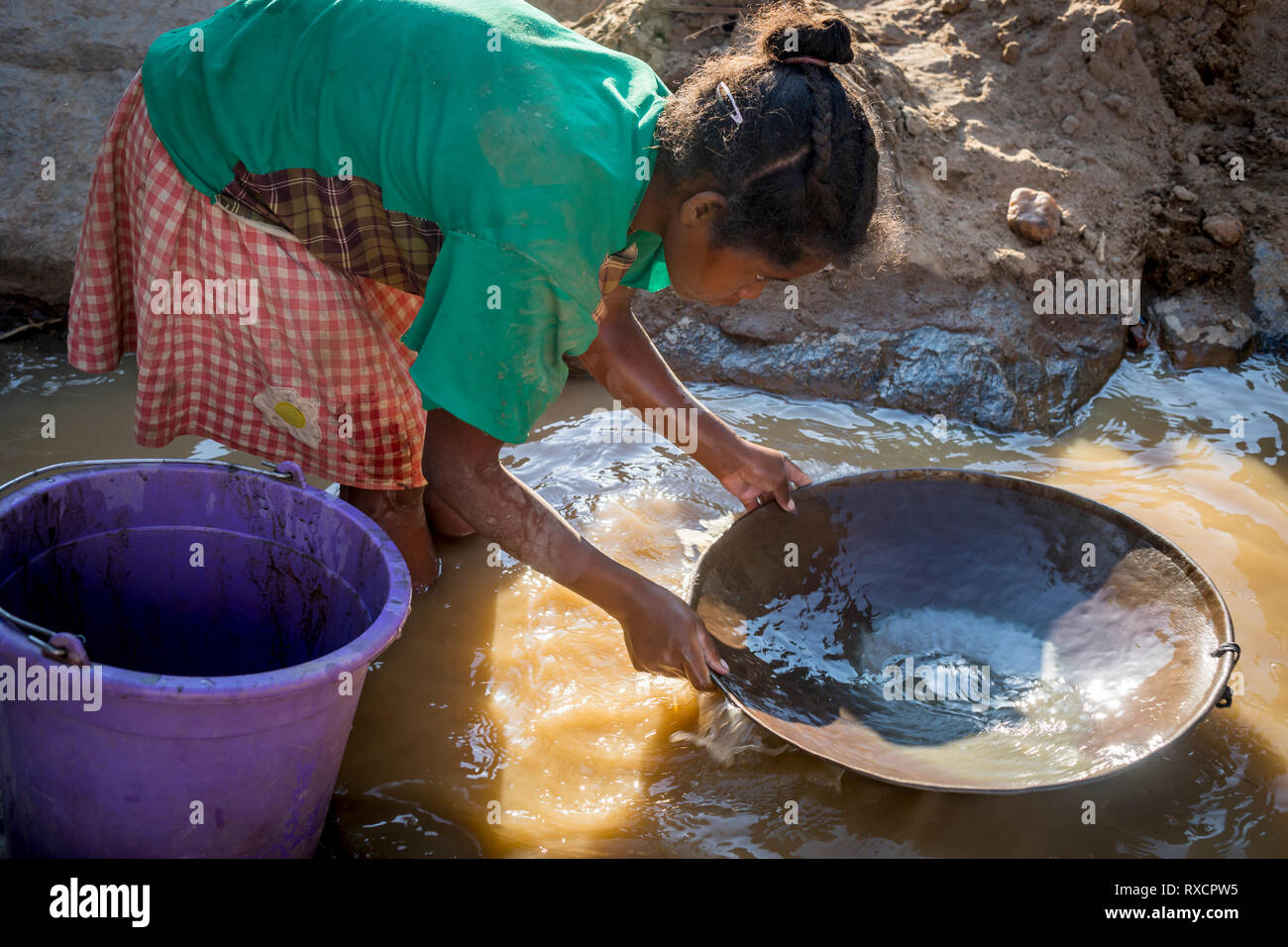 Gold seeker, Girl miss school to pan for gold in the mountains near Ankavandra, Madagascar - Stock Image