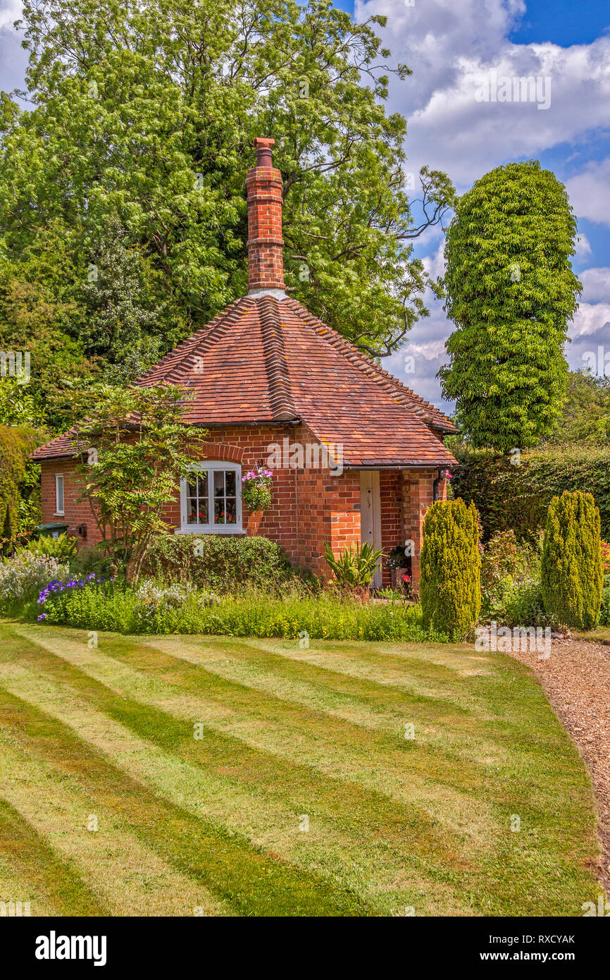 Well Cottage, Stoke Row,  Oxfordshire, UK Stock Photo