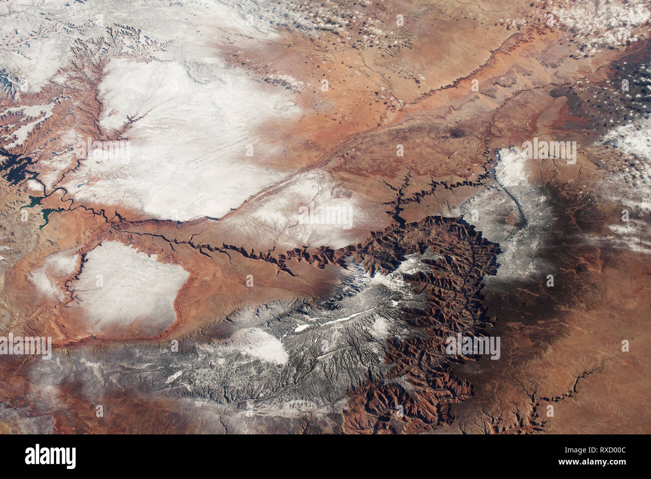 High altitude view of the Grand Canyon with fresh snow. - Stock Image