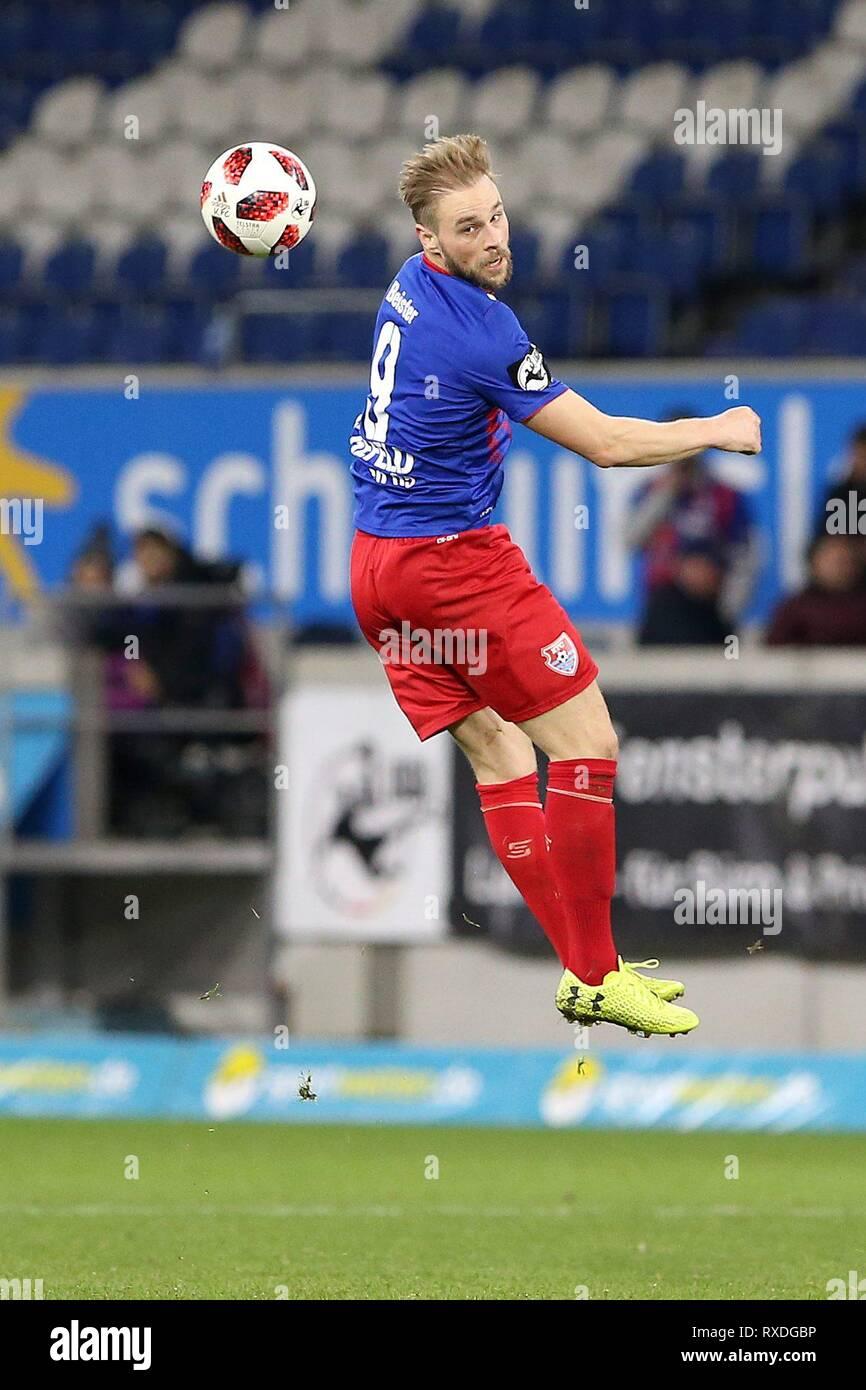 firo: 08.03.2019 Football, 3. Bundesliga, season 2018/2019 KFC Uerdingen 05 - Karlsruher SC Maximilian Beister (# 9, KFC Uerdingen 05) is no longer on the ball. | usage worldwide - Stock Image